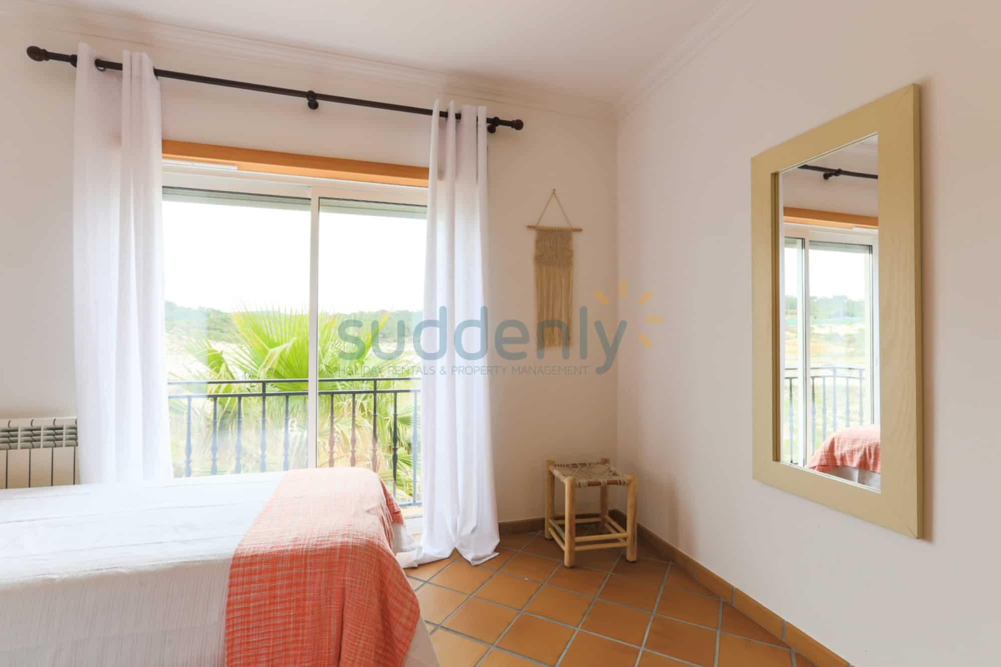 Holiday Rentals in Praia D'El Rey 301