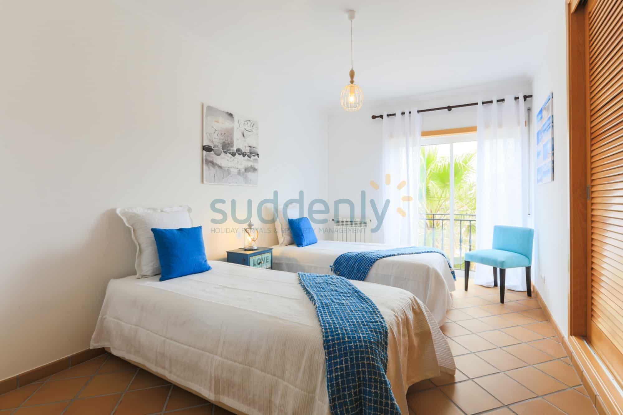 Holiday Rentals in Praia D'El Rey 303