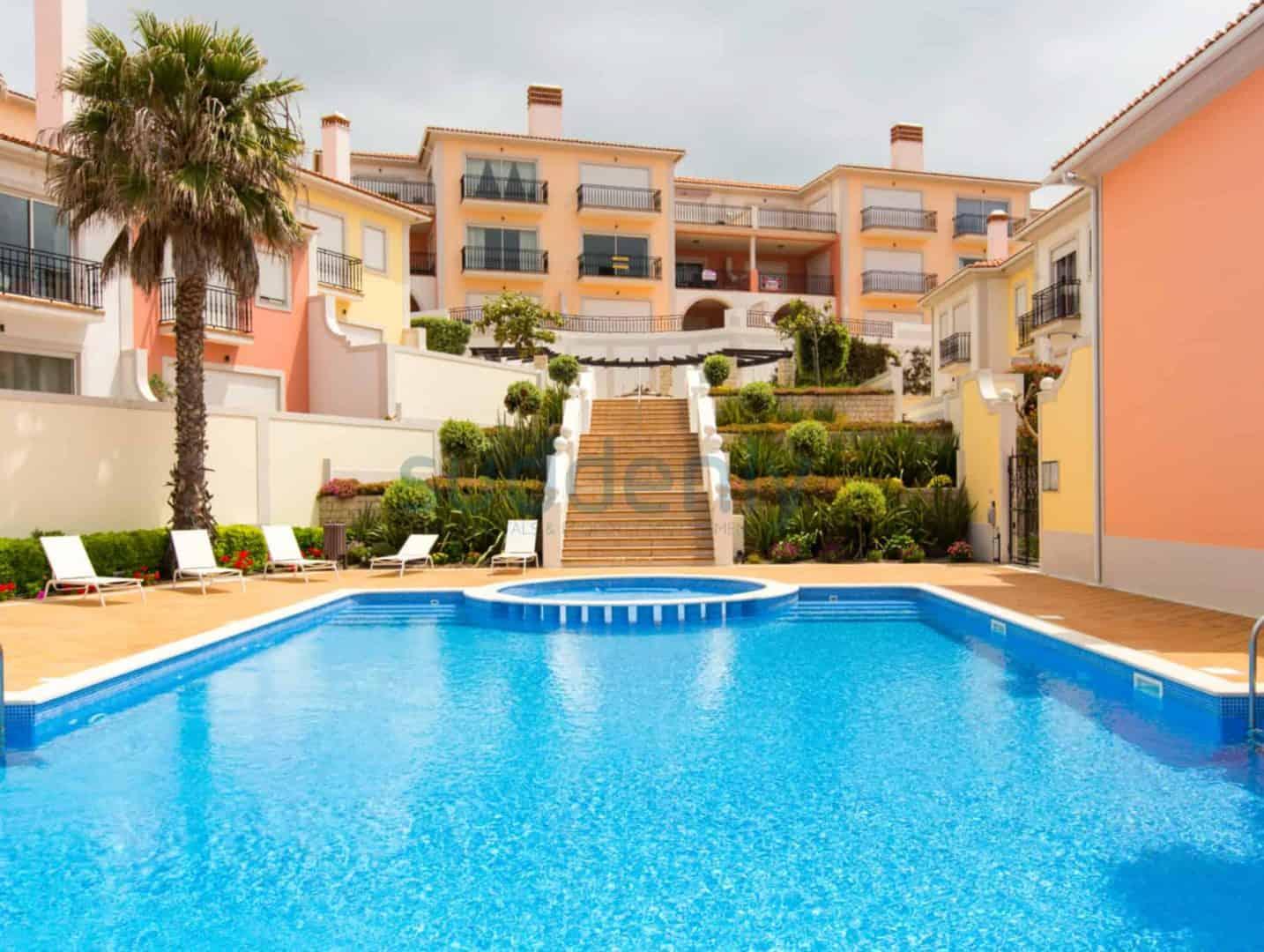 Holiday Rentals in Praia D'El Rey 296