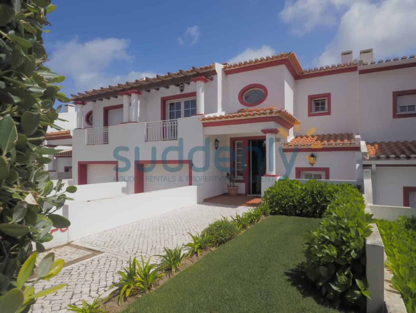 Holiday Rentals in Praia D'El Rey 232