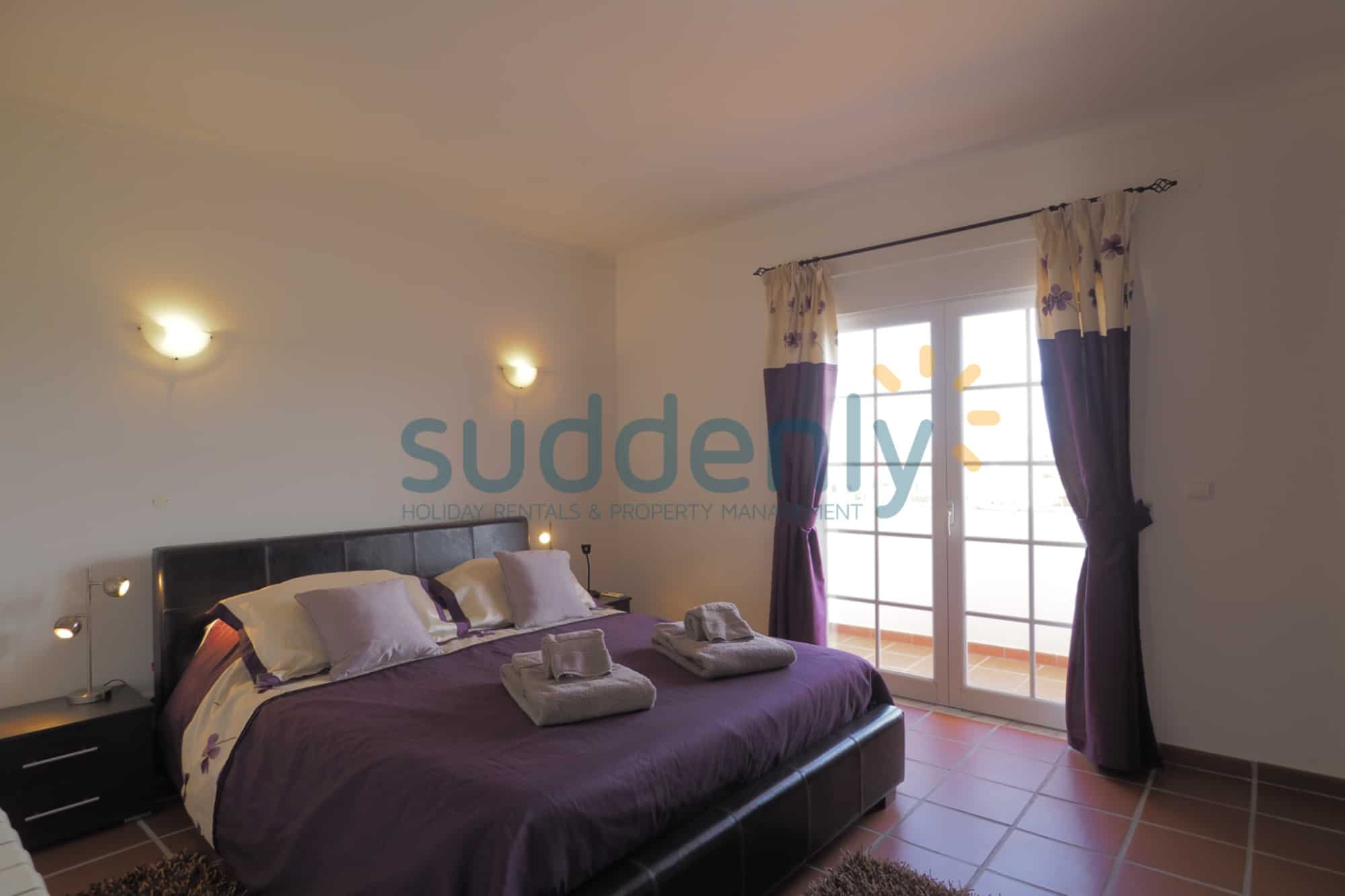 Holiday Rentals in Praia D'El Rey 239