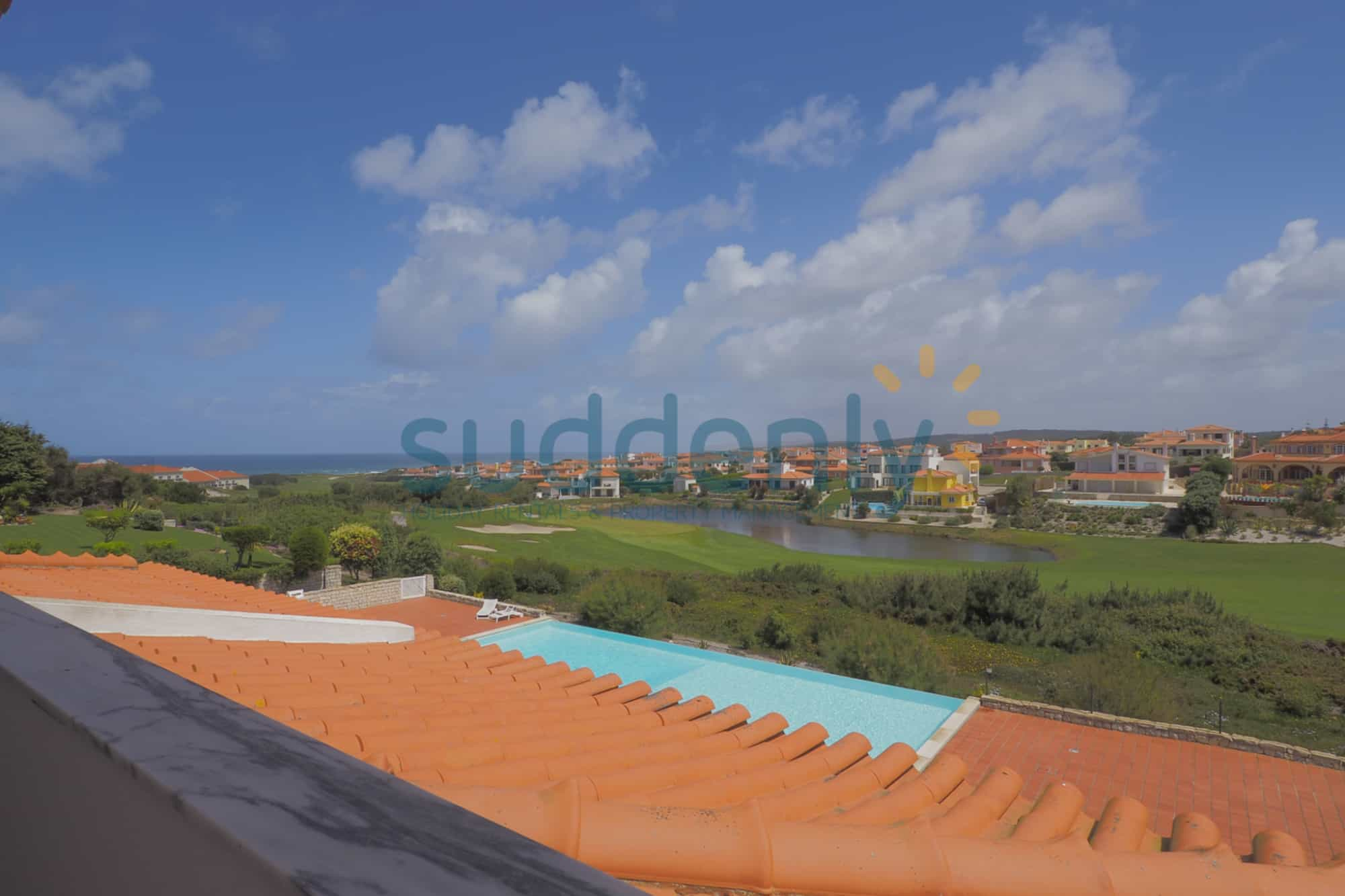 Holiday Rentals in Praia D'El Rey 242
