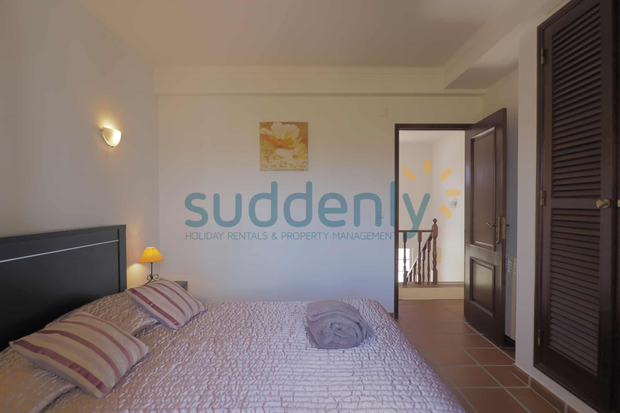 Holiday Rentals in Praia D'El Rey 245
