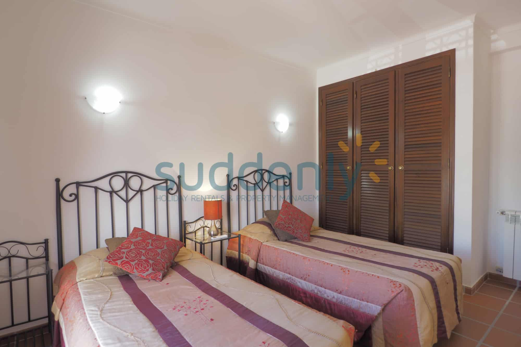 Holiday Rentals in Praia D'El Rey 246