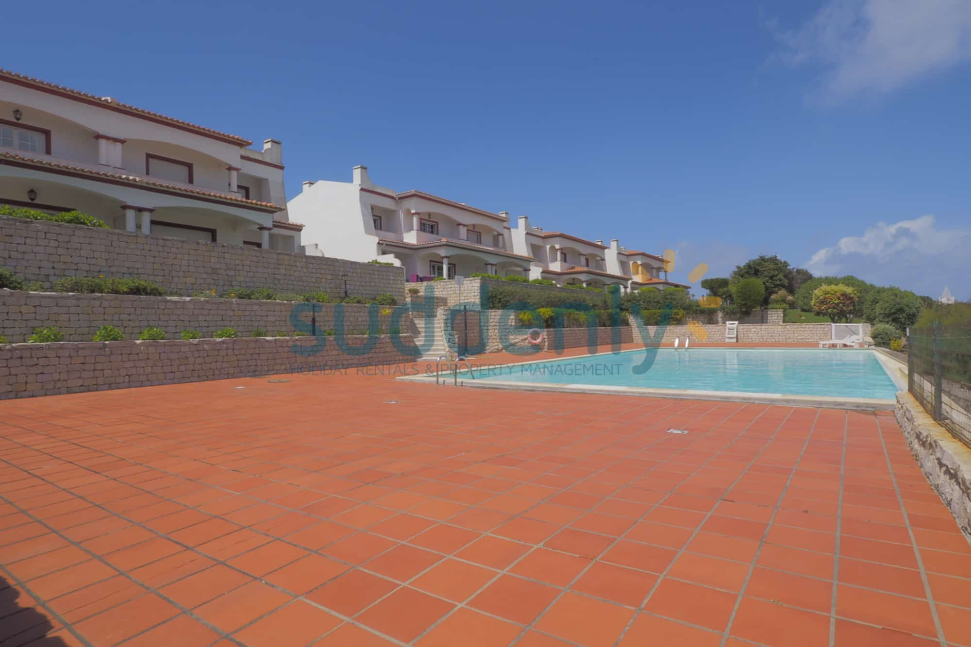 Holiday Rentals in Praia D'El Rey 252