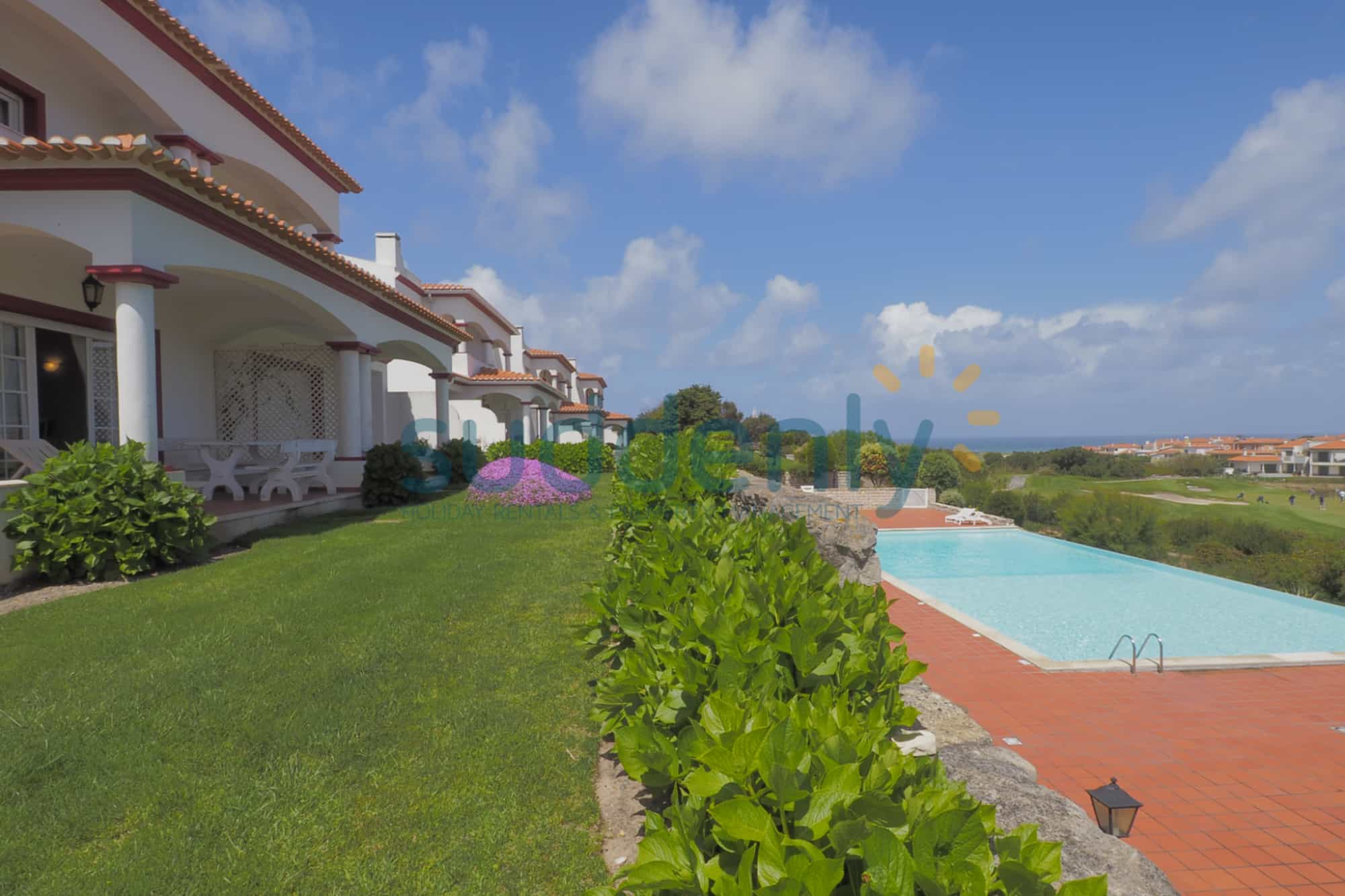 Holiday Rentals in Praia D'El Rey 230