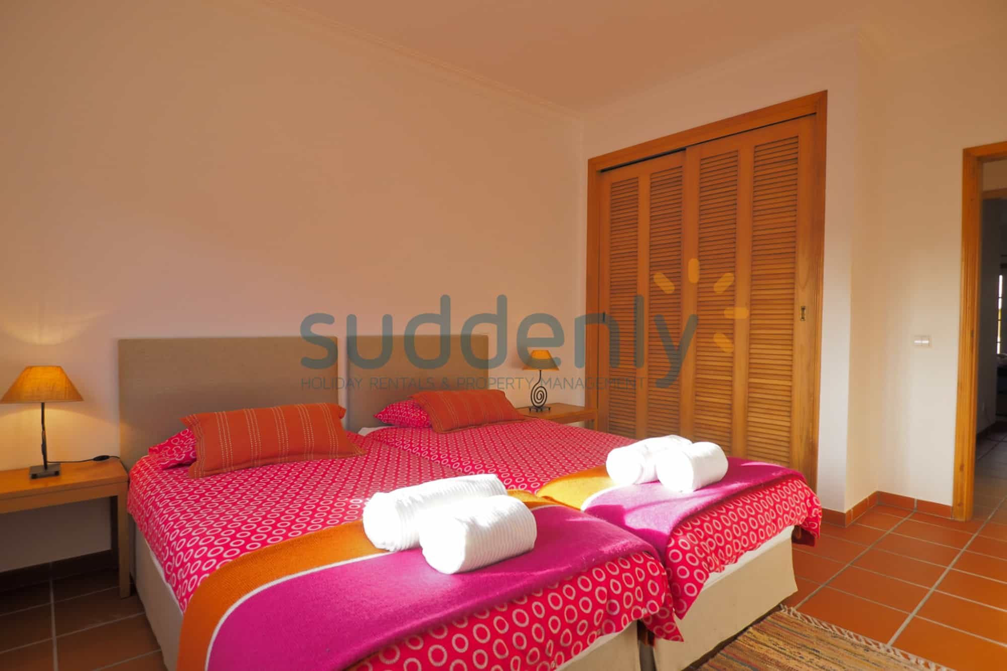 Holiday Rentals in Praia D'El Rey 332