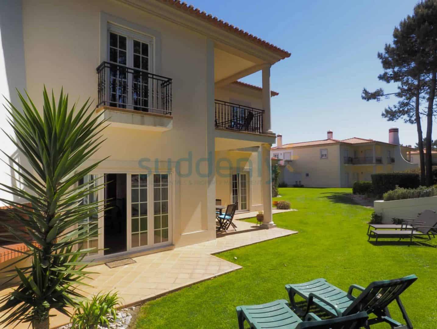 Holiday Rentals in Praia D'El Rey 372