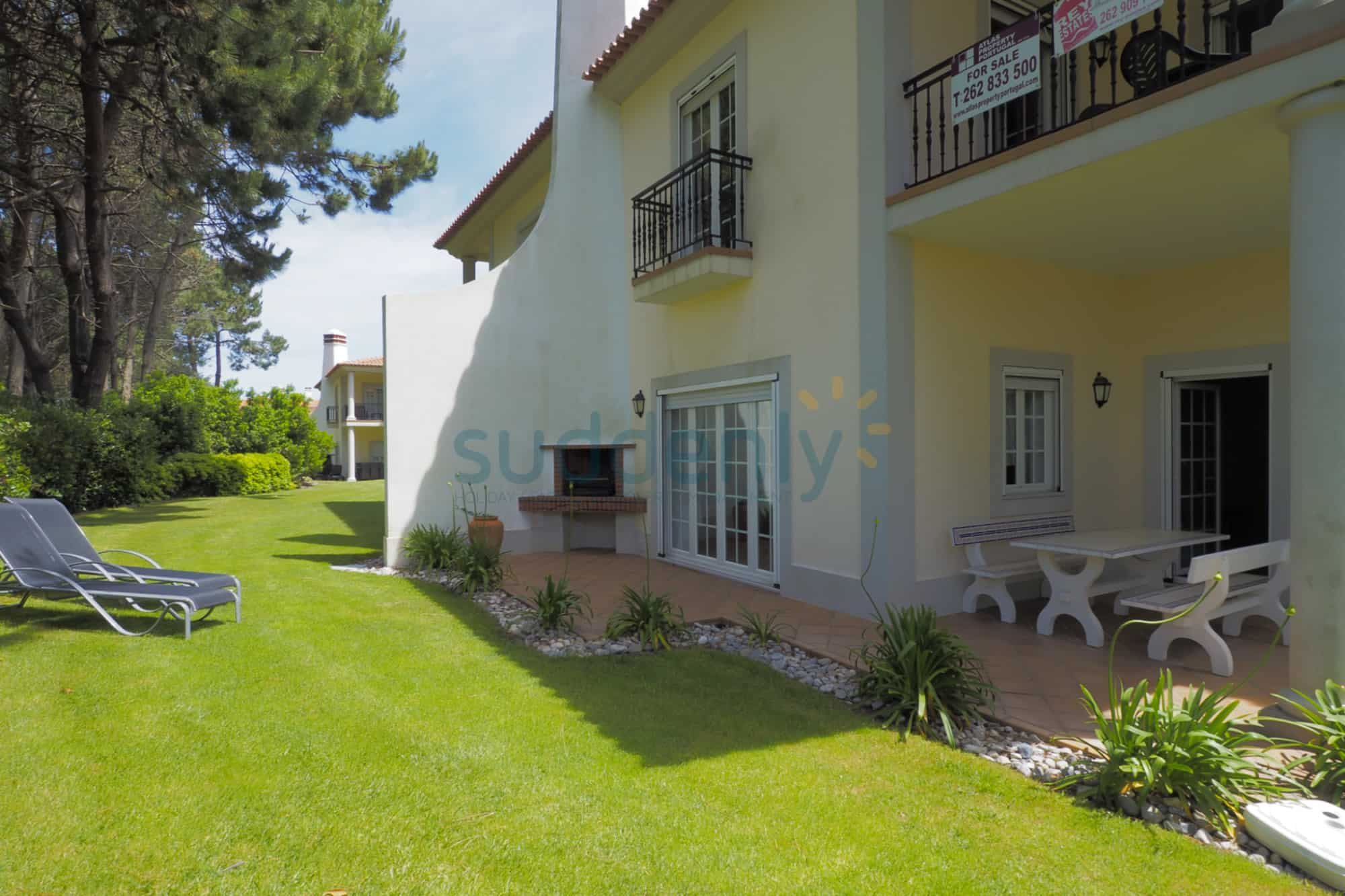 Holiday Rentals in Praia D'El Rey 53