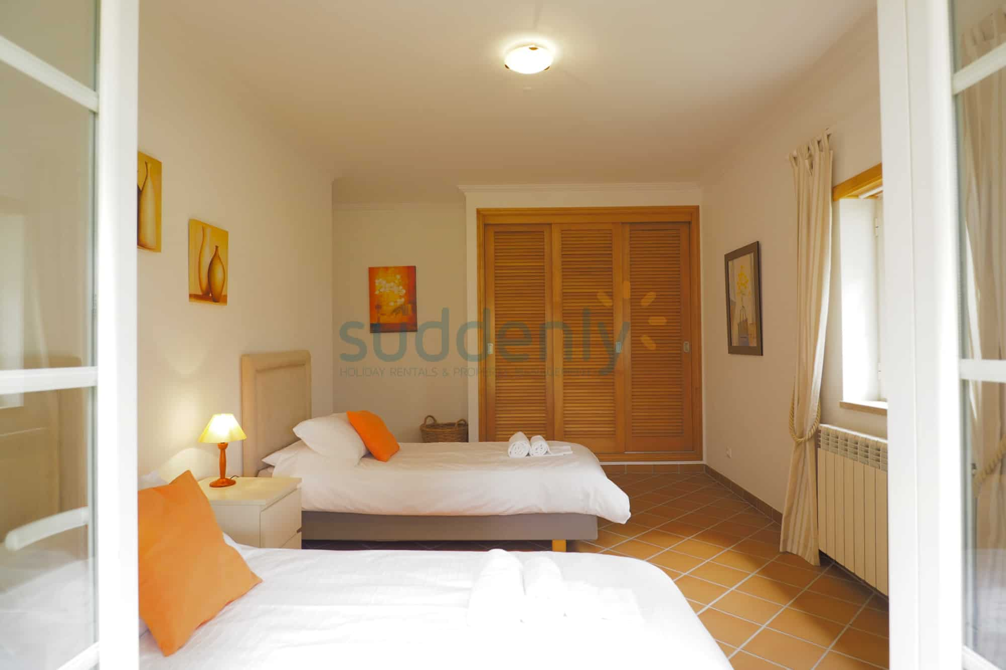 Holiday Rentals in Praia D'El Rey 59