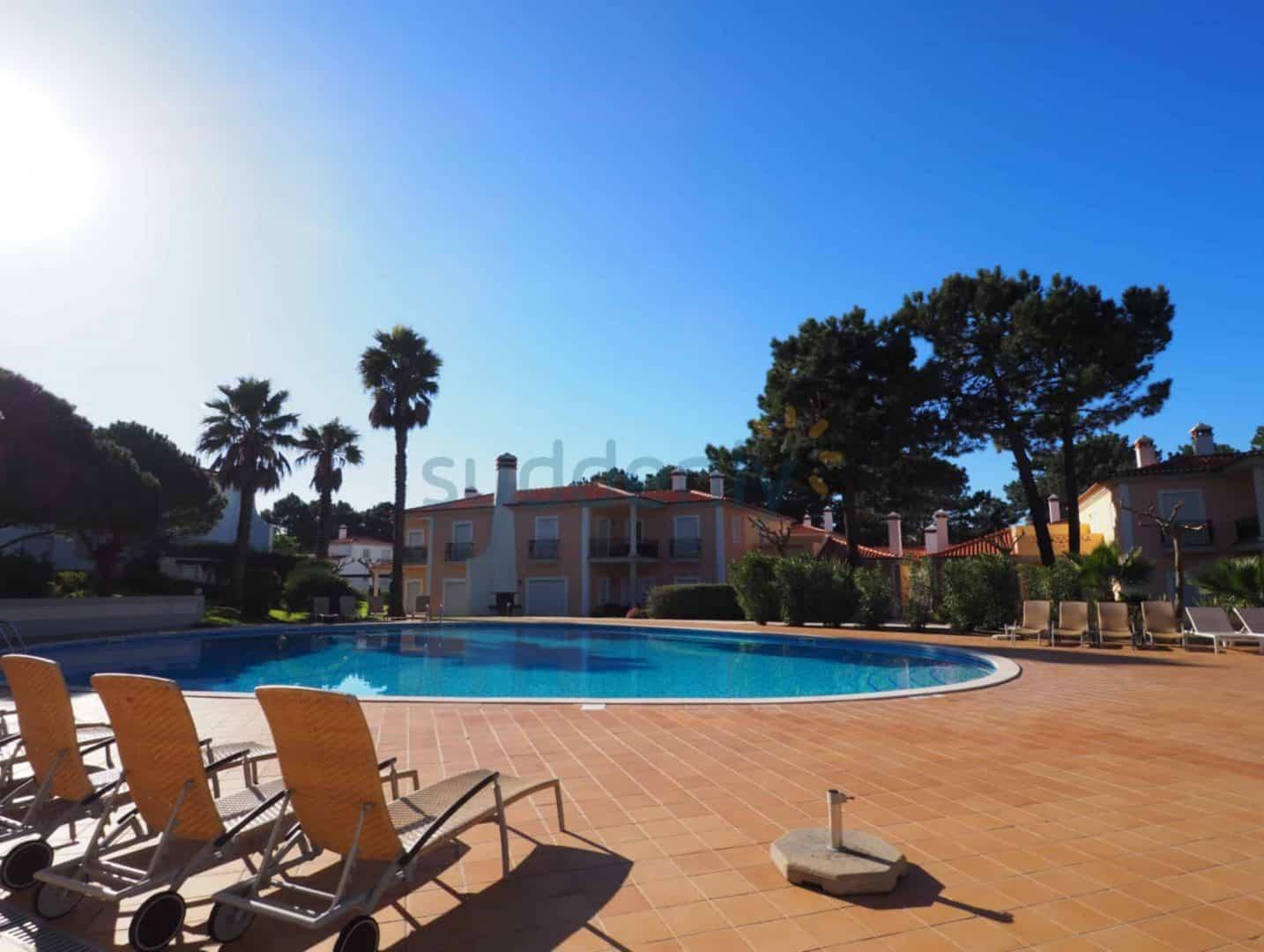 Holiday Rentals in Praia D'El Rey 353