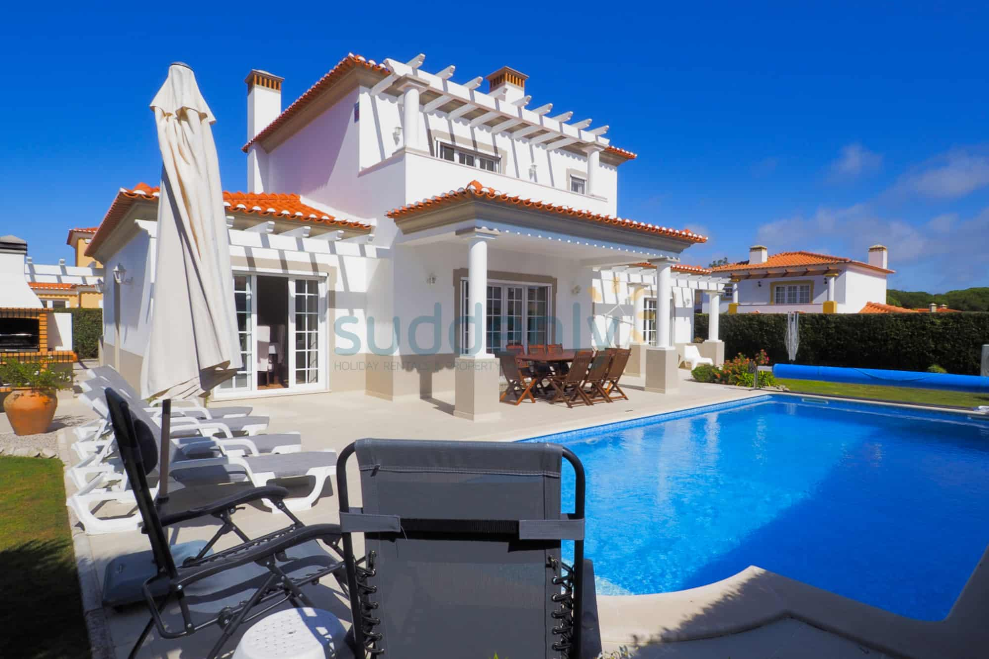 Holiday Rentals in Praia D'El Rey 379