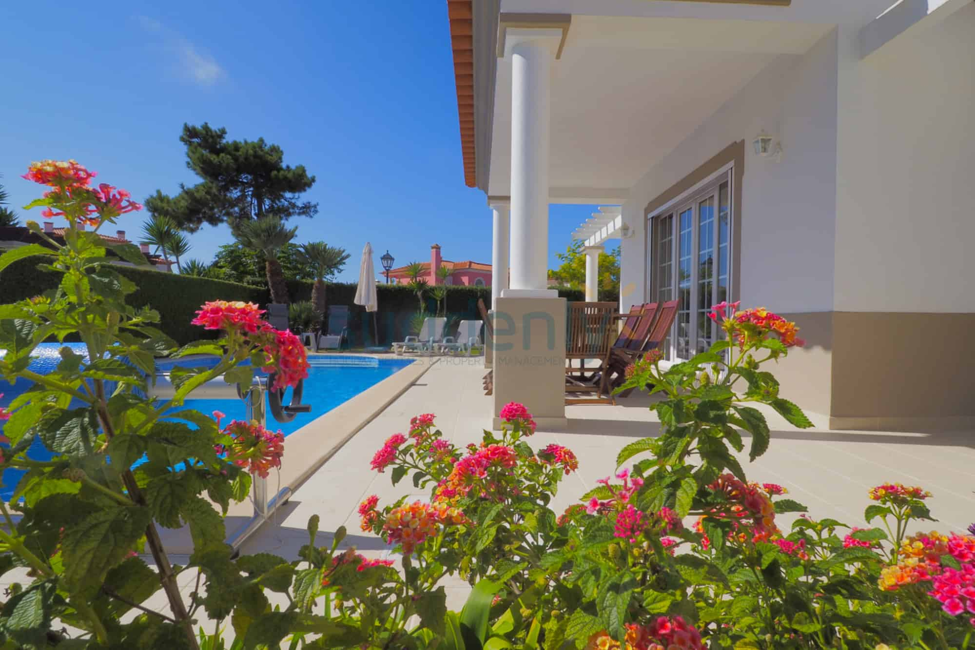 Holiday Rentals in Praia D'El Rey 377