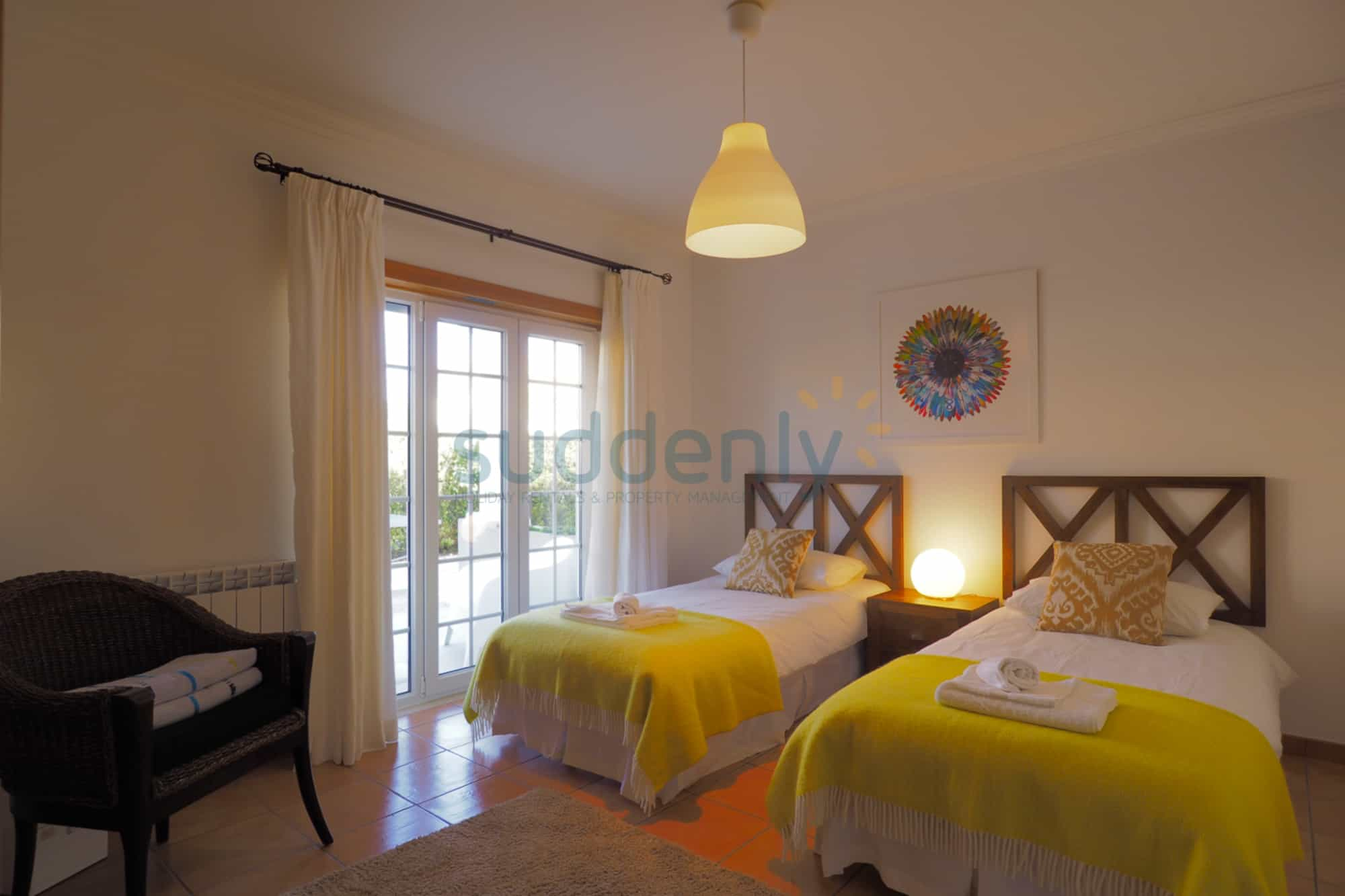Holiday Rentals in Praia D'El Rey 367