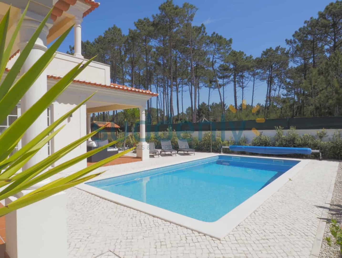 Holiday Rentals in Praia D'El Rey 356