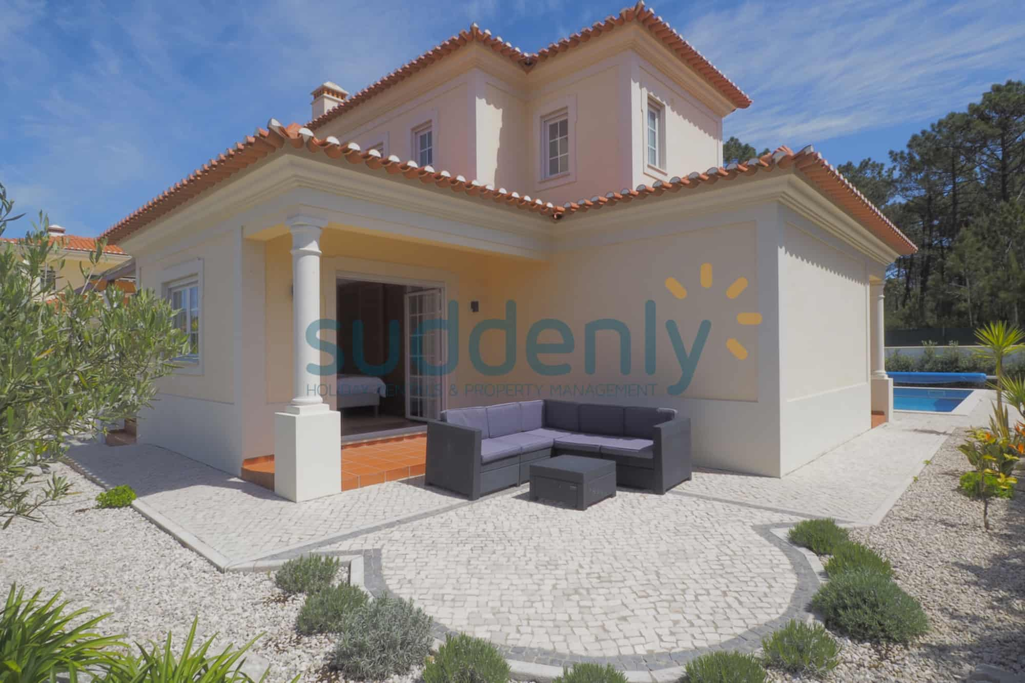 Holiday Rentals in Praia D'El Rey 375