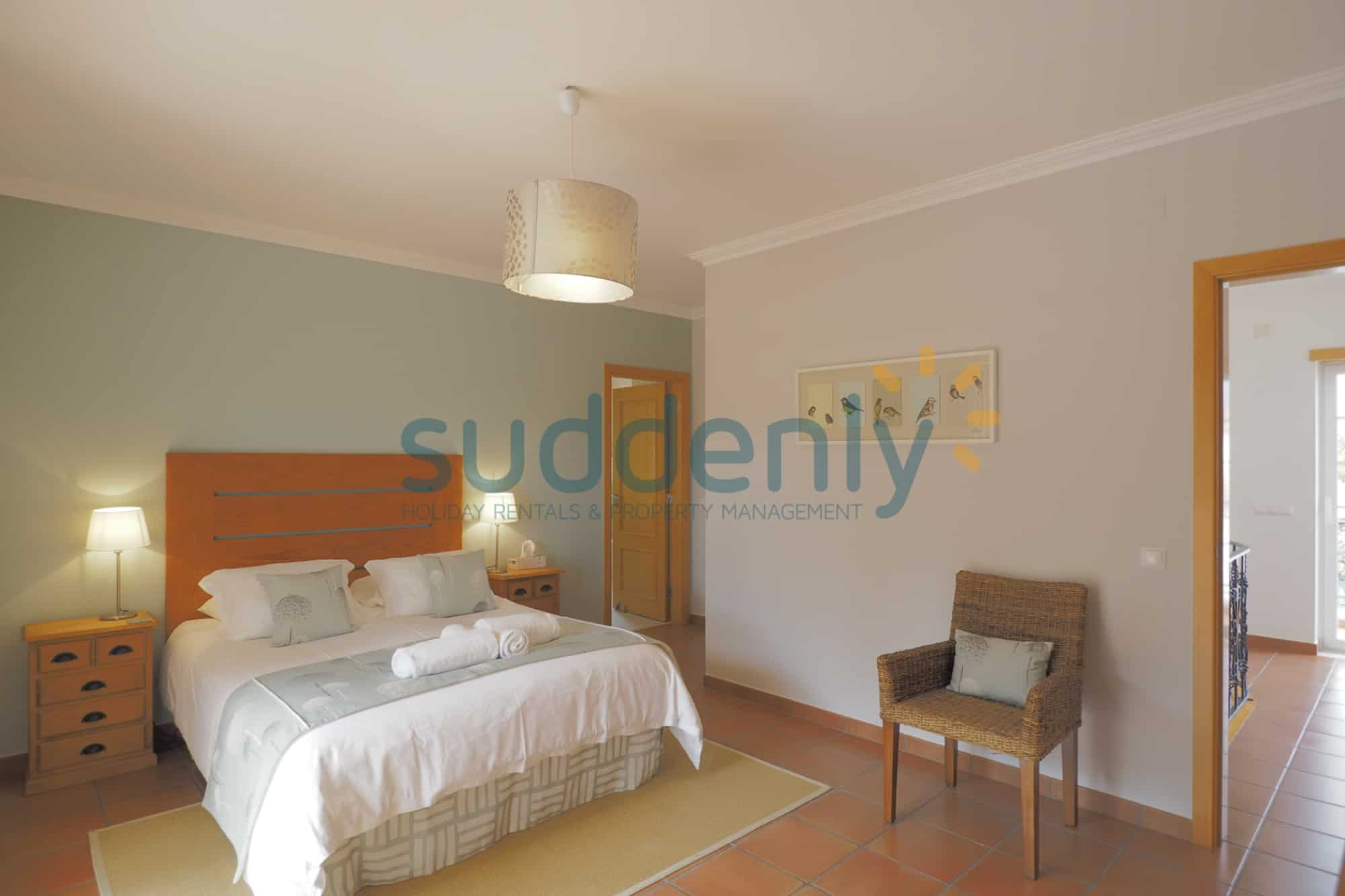 Holiday Rentals in Praia D'El Rey 368