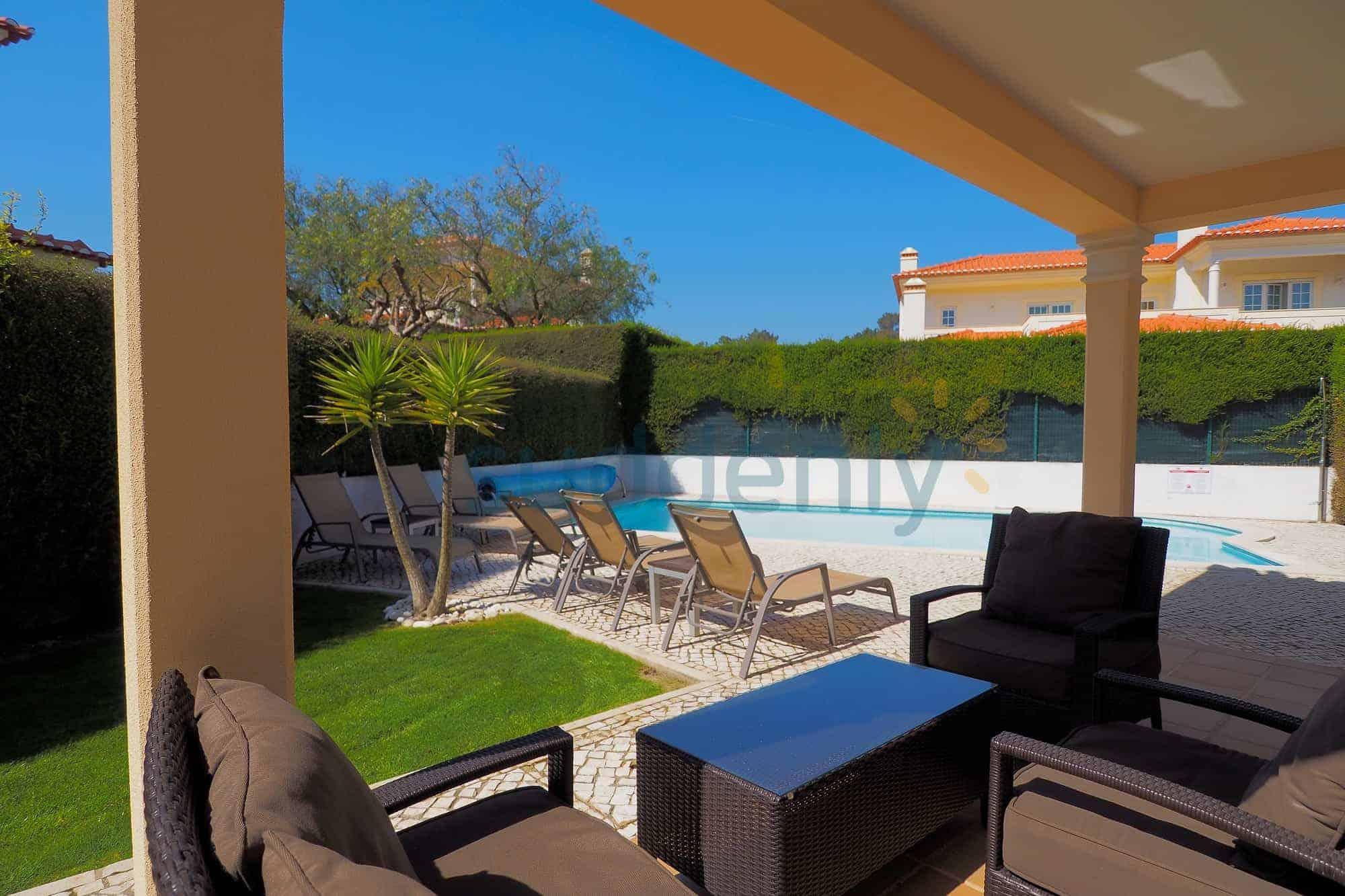 Holiday Rentals in Praia D'El Rey 13