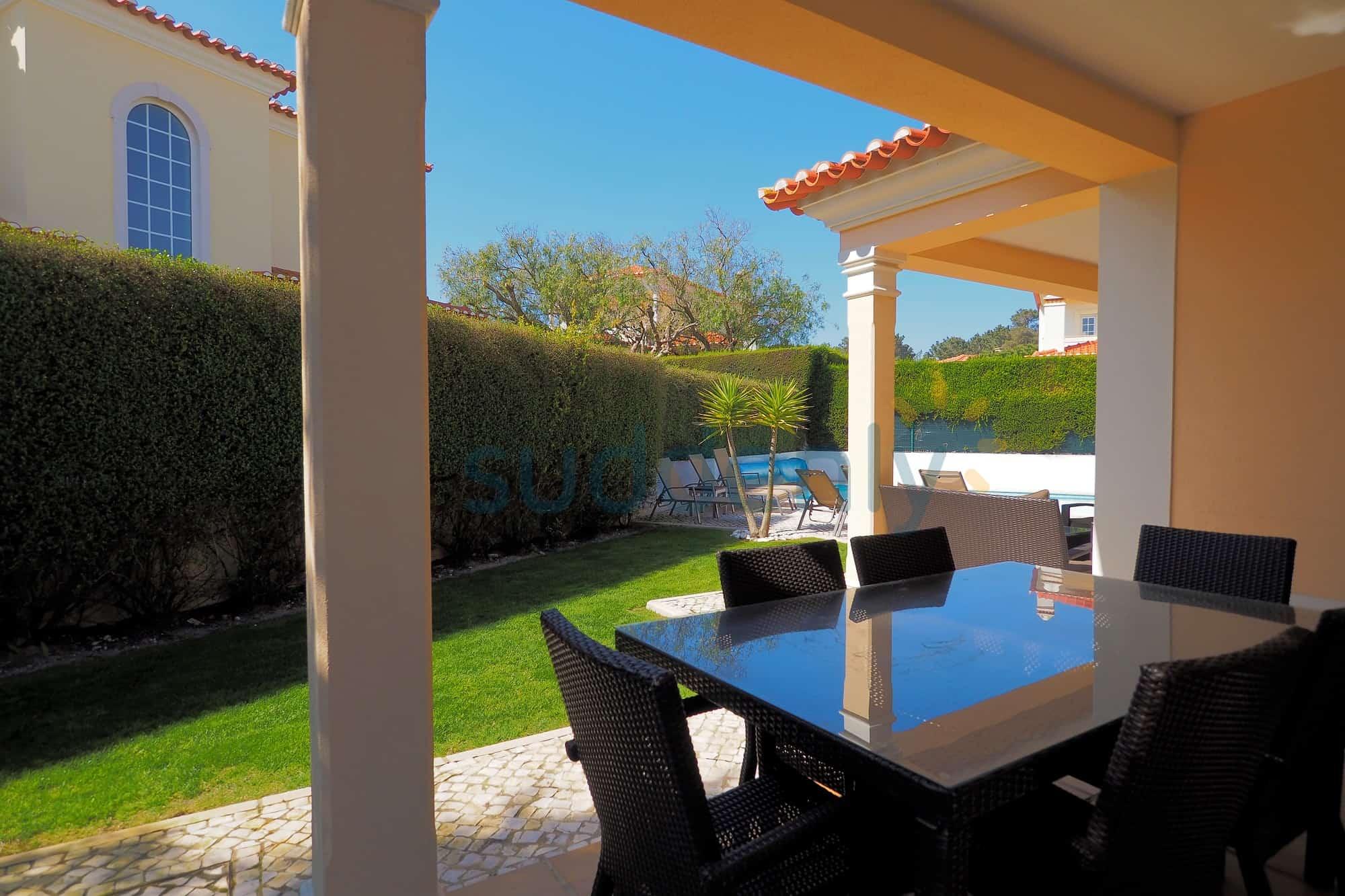Holiday Rentals in Praia D'El Rey 14