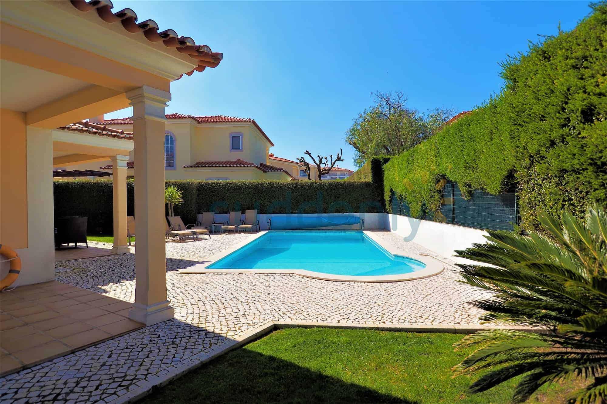 Holiday Rentals in Praia D'El Rey 4
