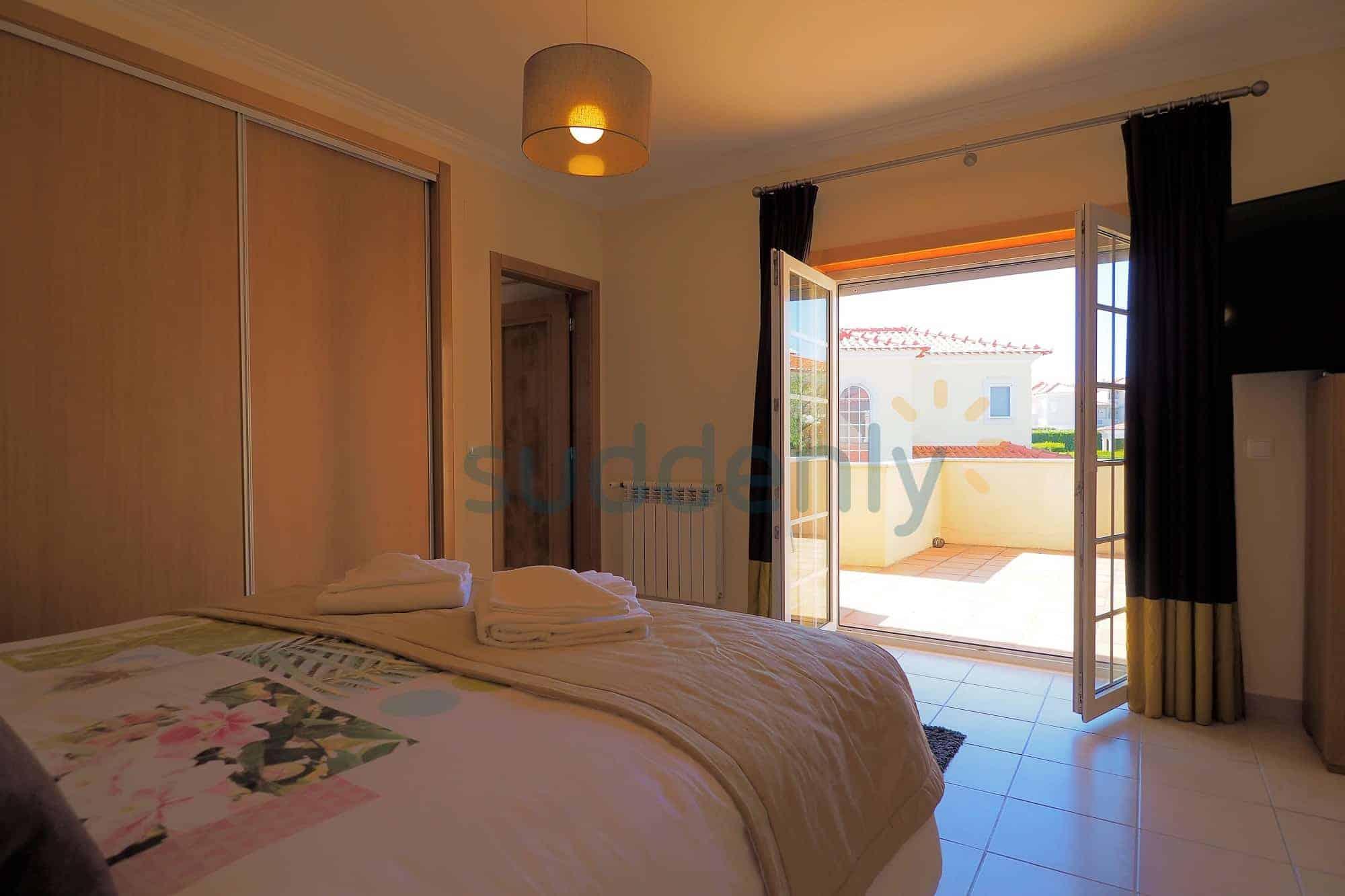 Holiday Rentals in Praia D'El Rey 28