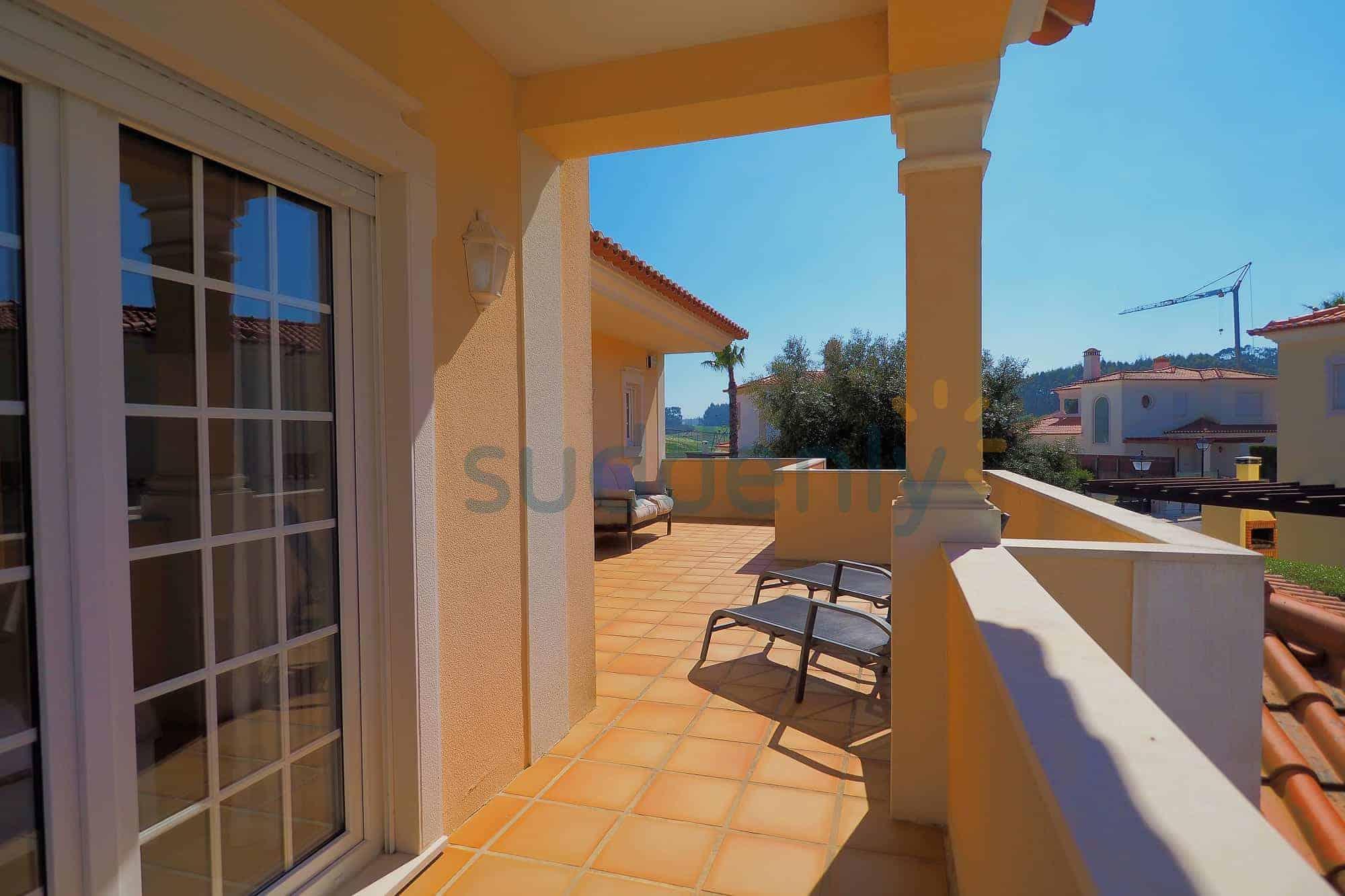 Holiday Rentals in Praia D'El Rey 32