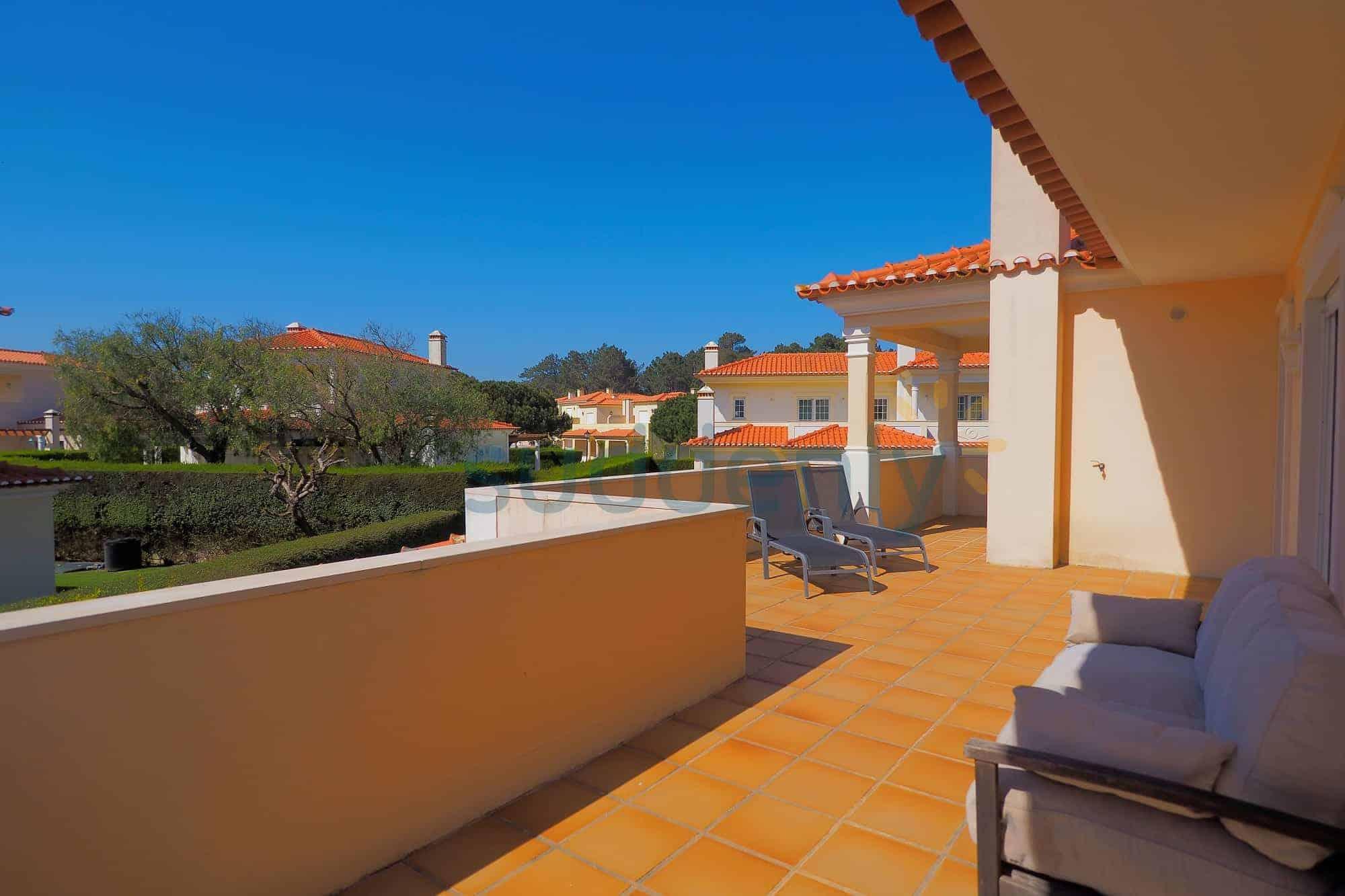 Holiday Rentals in Praia D'El Rey 31
