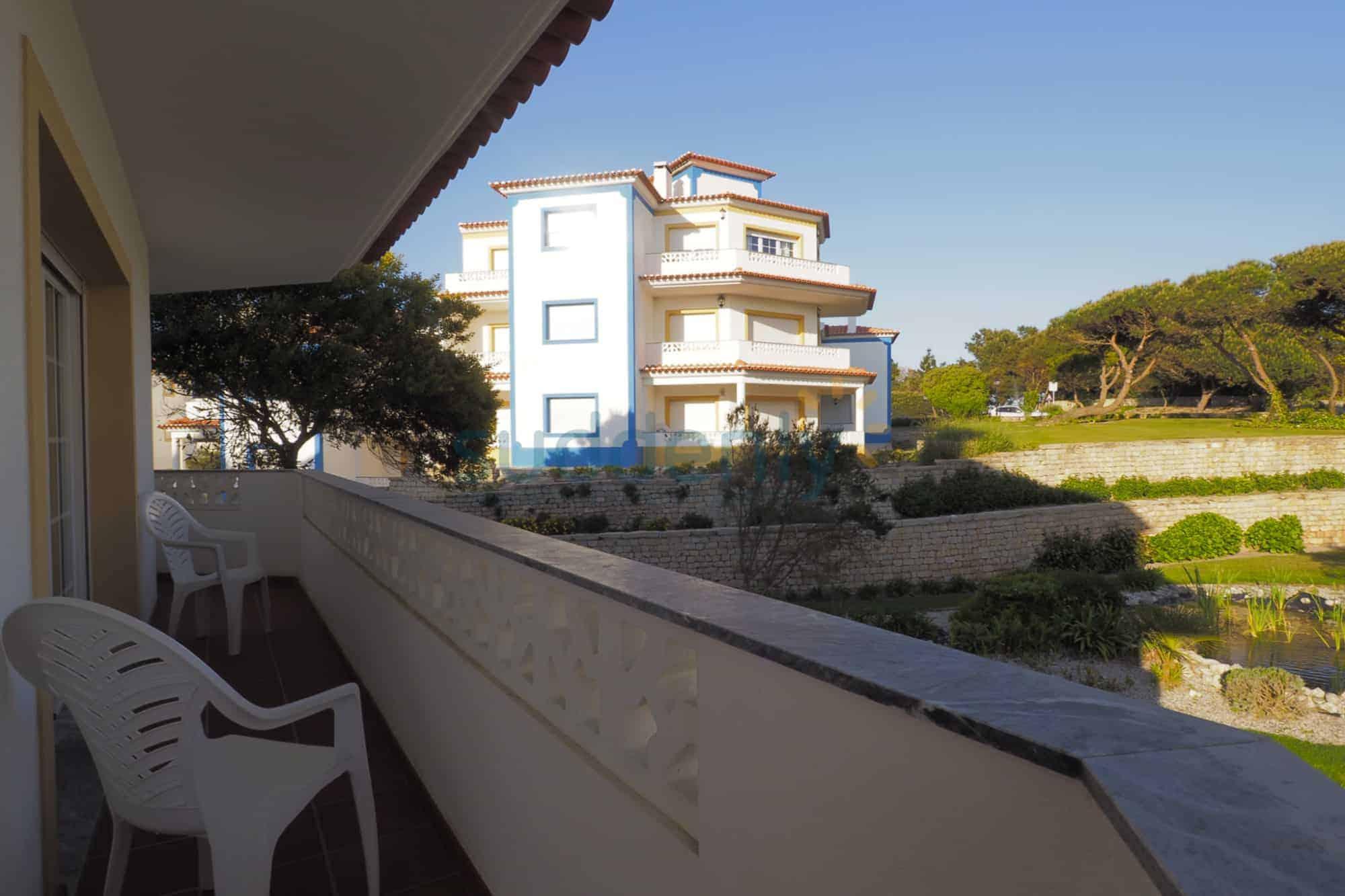 Holiday Rentals in Praia D'El Rey 140