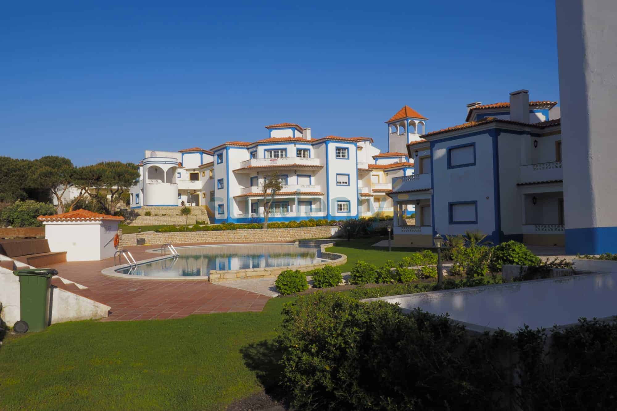 Holiday Rentals in Praia D'El Rey 151
