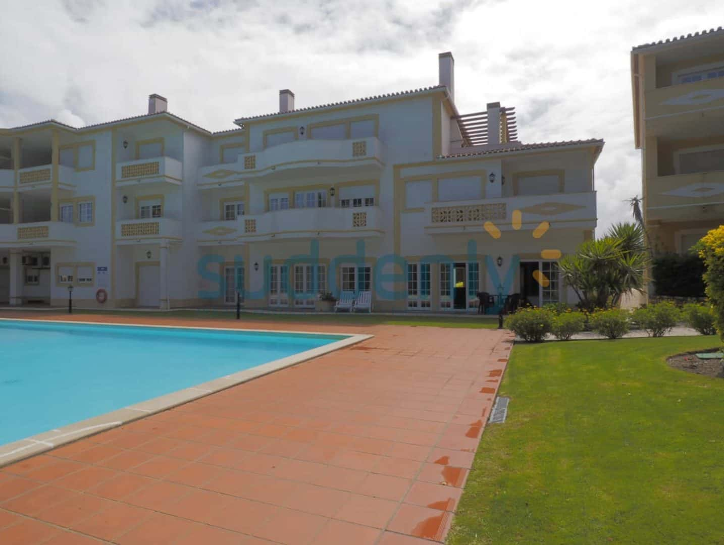 Holiday Rentals in Praia D'El Rey 109