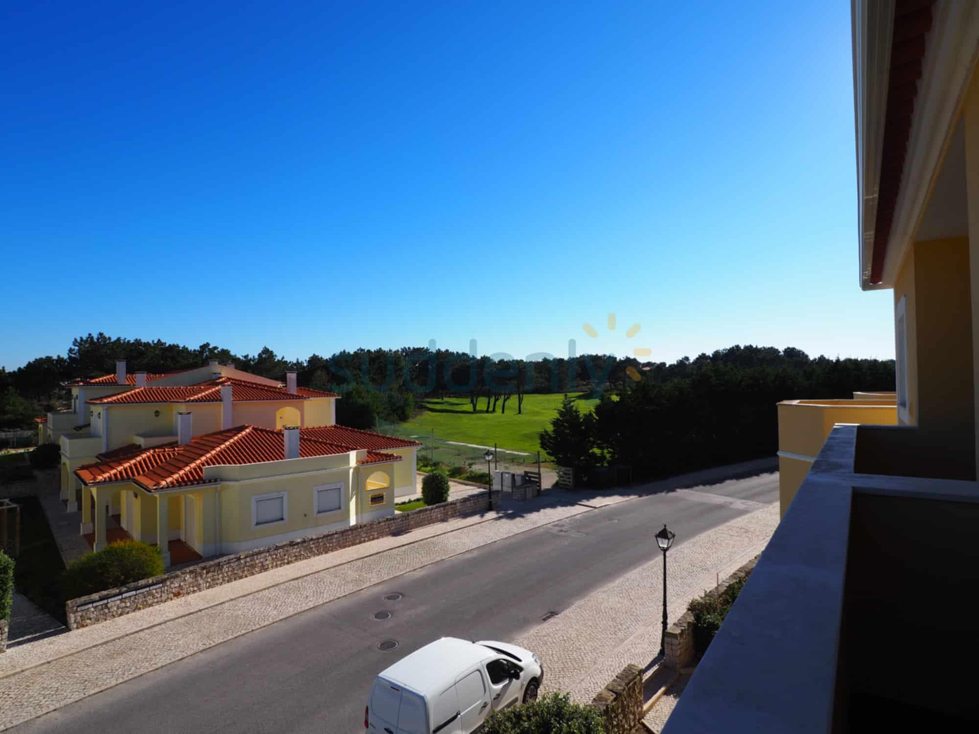 Holiday Rentals in Praia D'El Rey 106