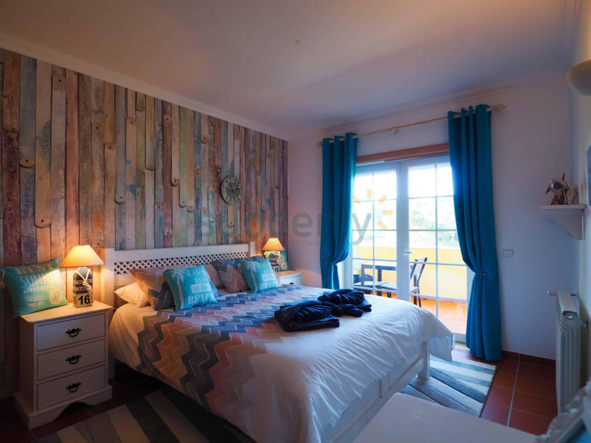 Holiday Rentals in Praia D'El Rey 115