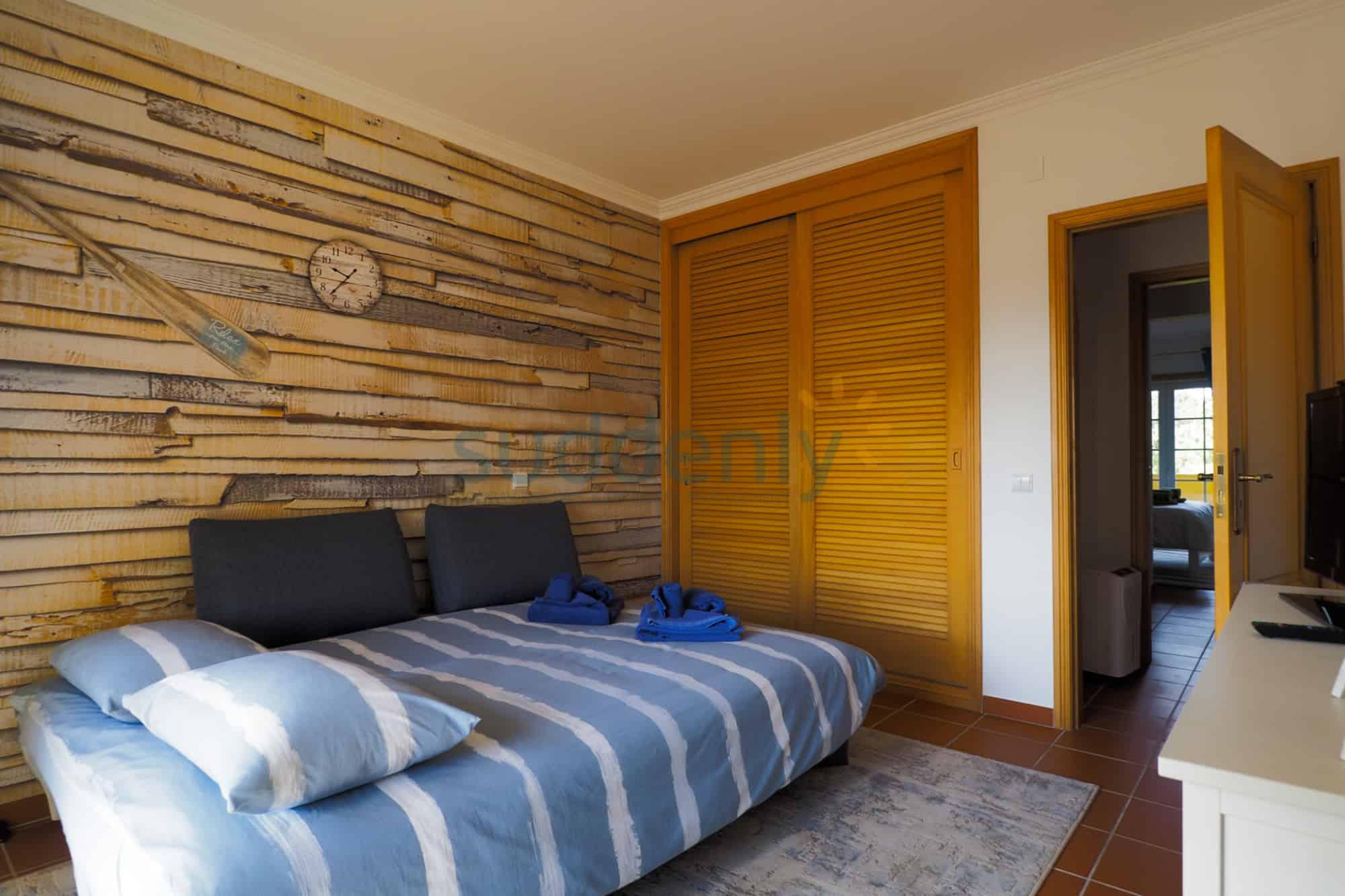 Holiday Rentals in Praia D'El Rey 110