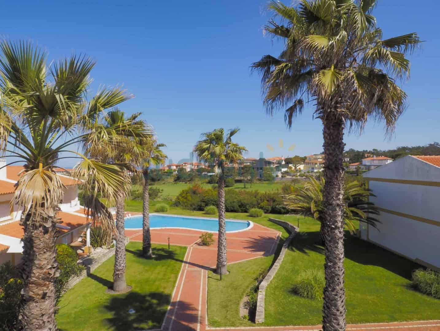 Holiday Rentals in Praia D'El Rey 278