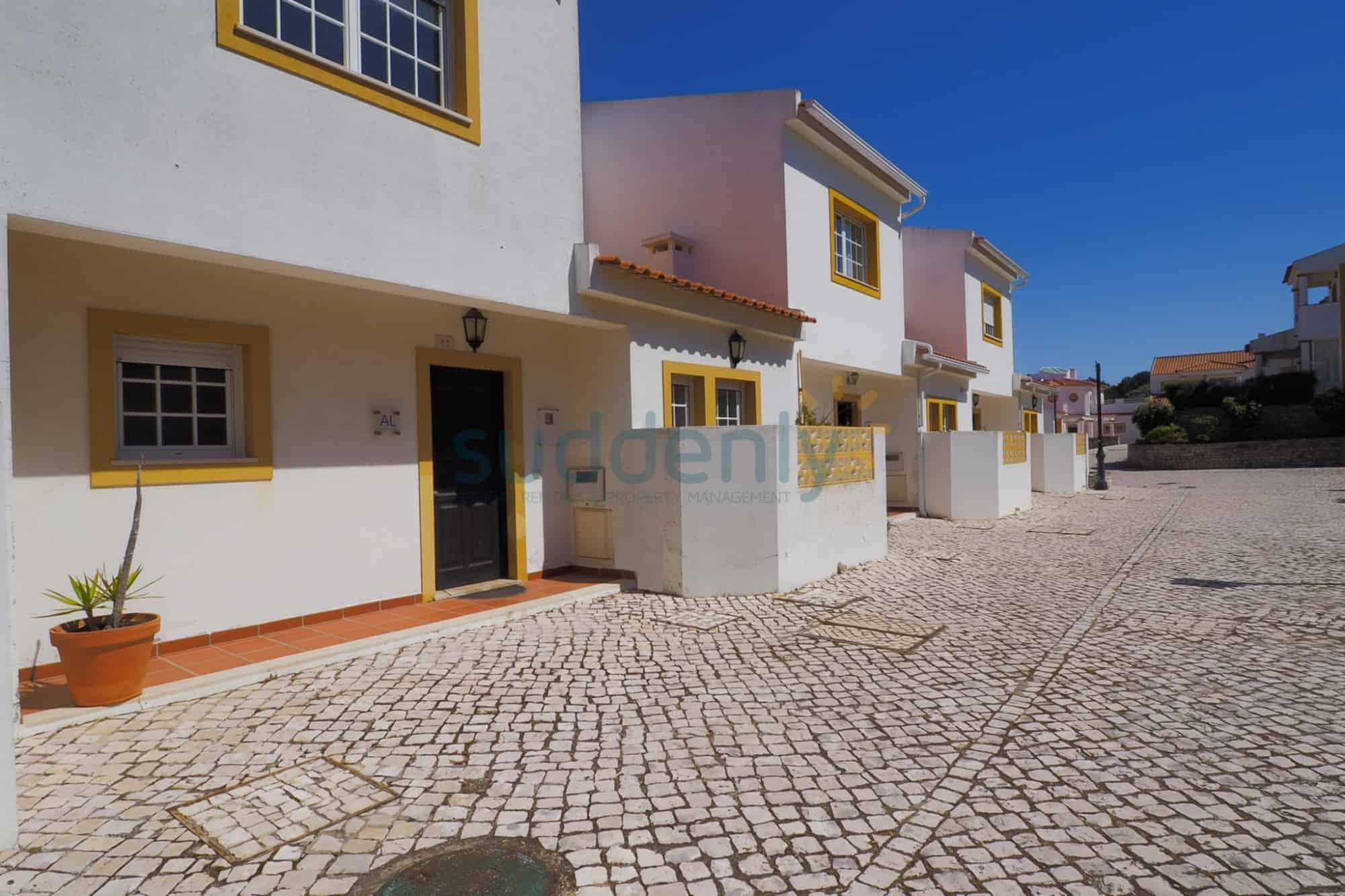 Holiday Rentals in Praia D'El Rey 283
