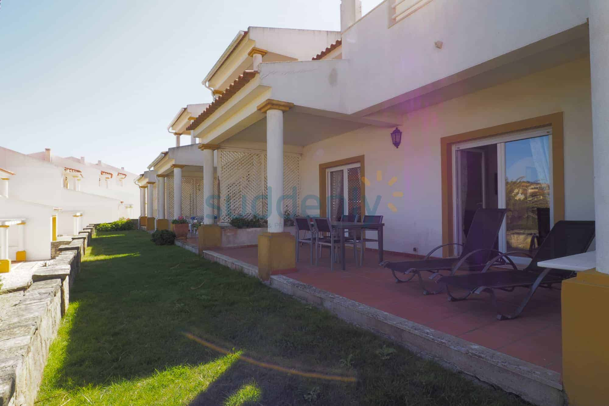 Holiday Rentals in Praia D'El Rey 288