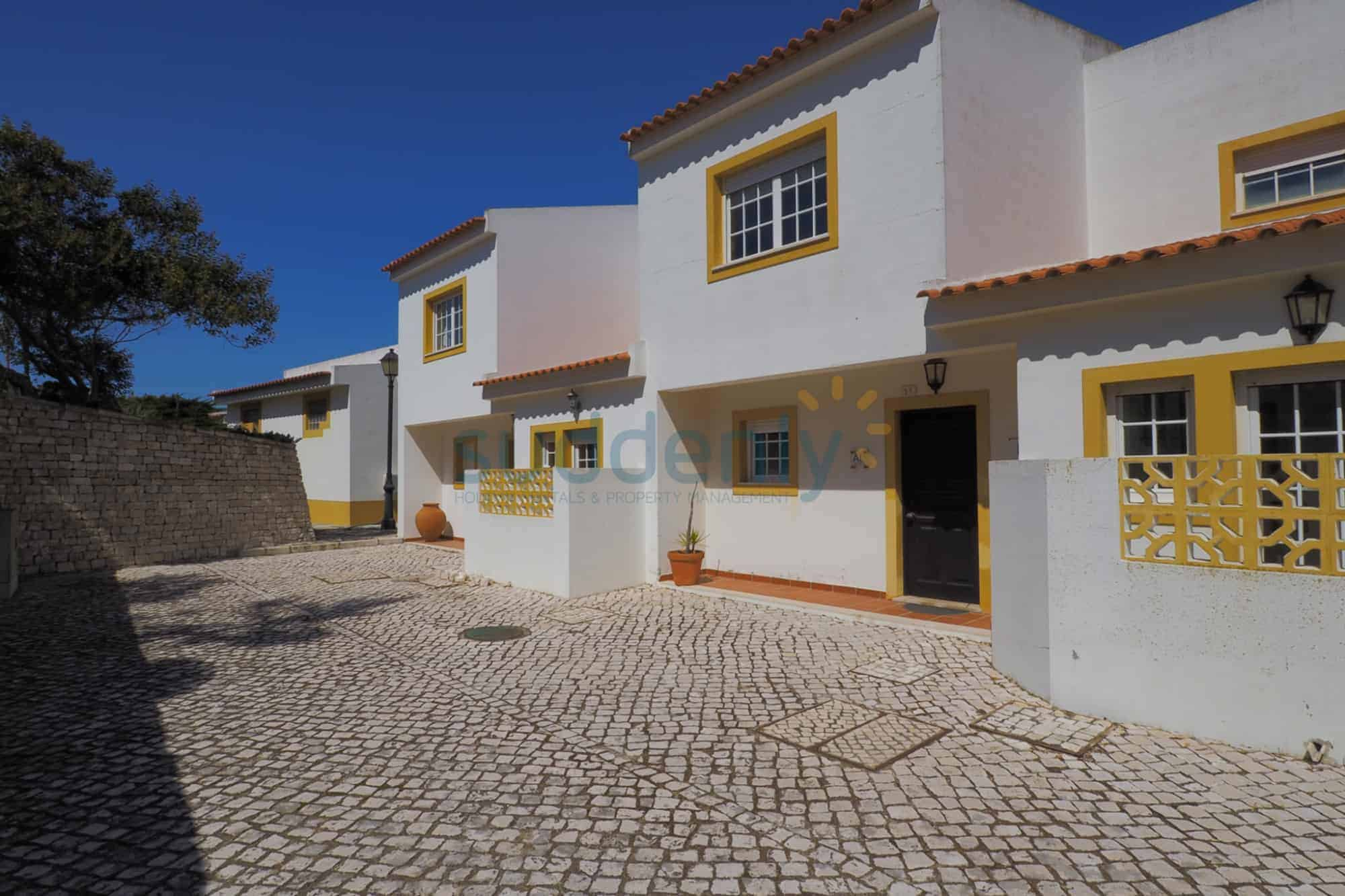 Holiday Rentals in Praia D'El Rey 361