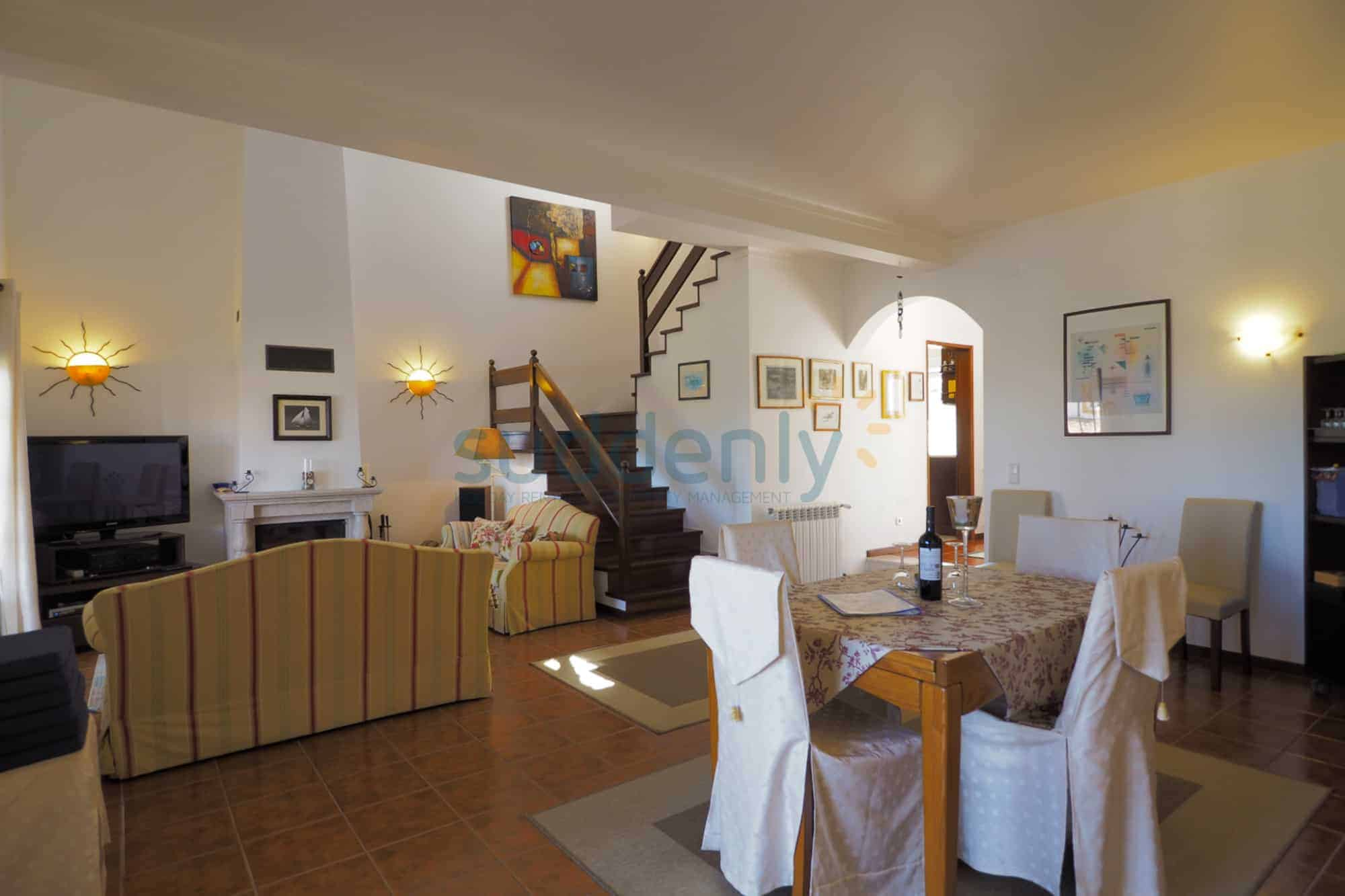 Holiday Rentals in Praia D'El Rey 337