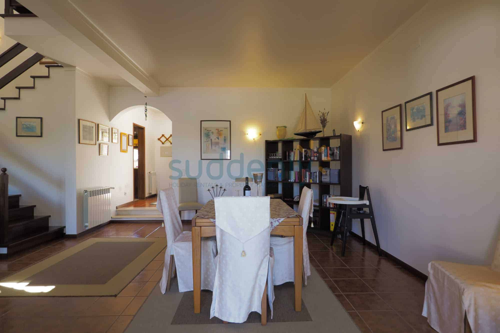 Holiday Rentals in Praia D'El Rey 339