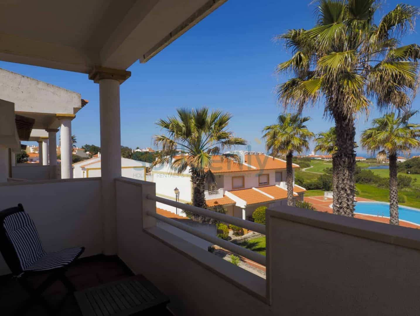 Holiday Rentals in Praia D'El Rey 335