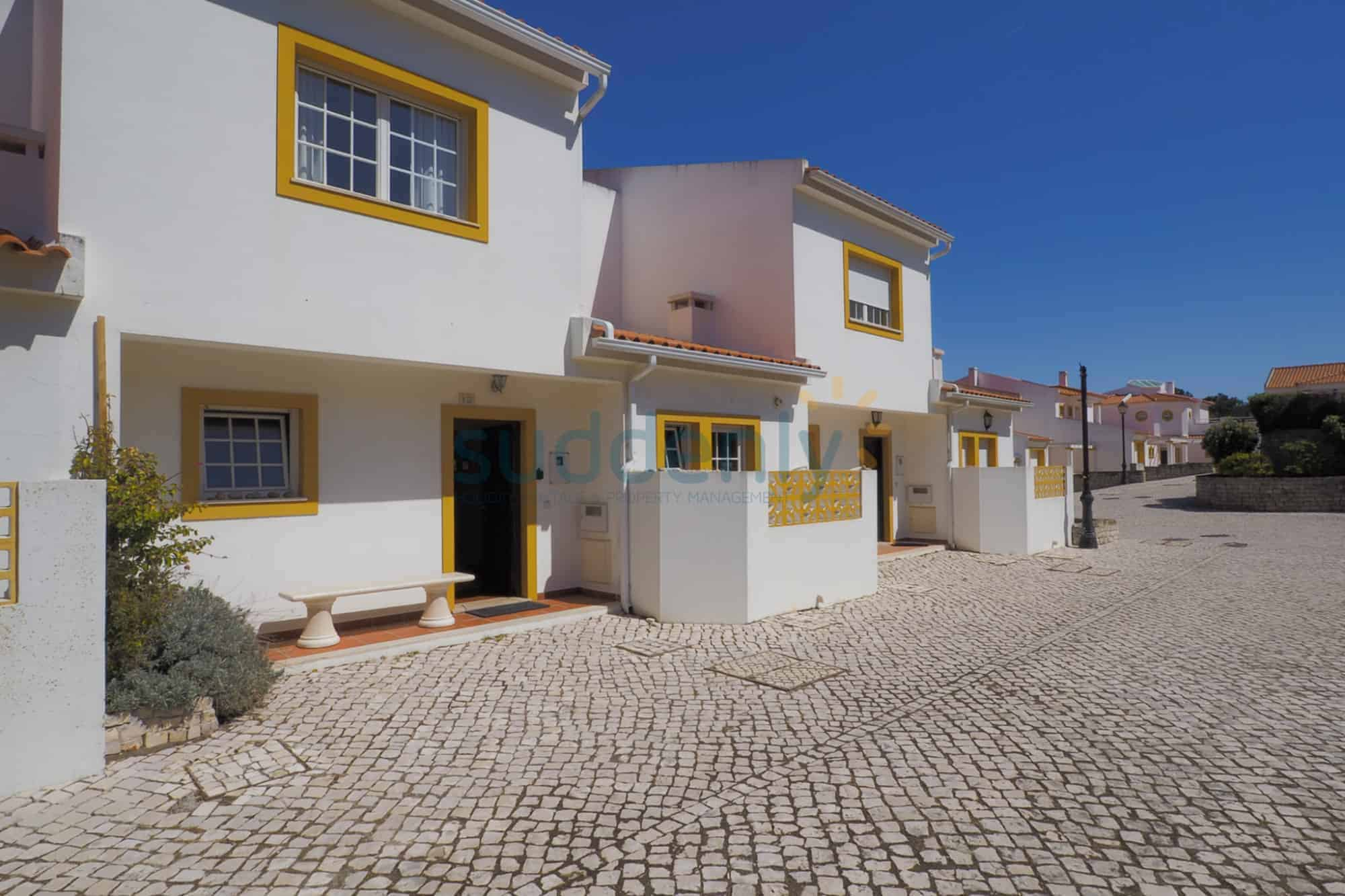 Holiday Rentals in Praia D'El Rey 362