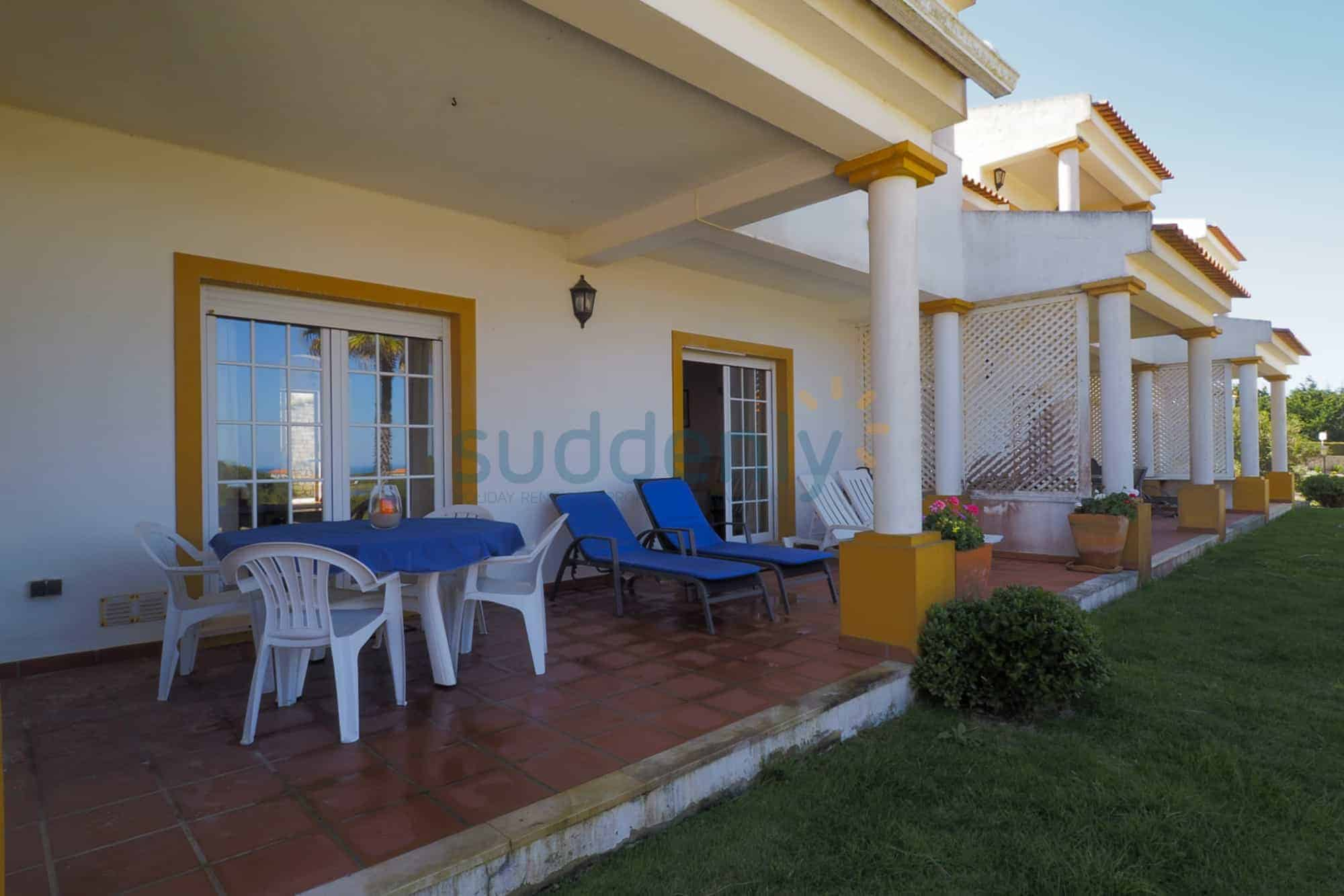 Holiday Rentals in Praia D'El Rey 360