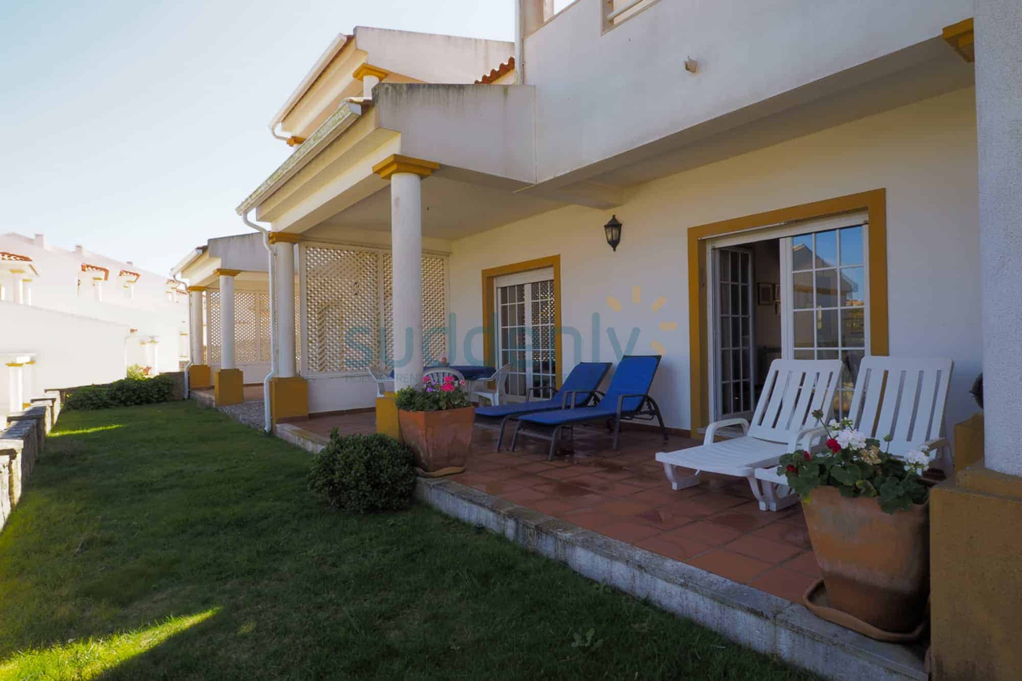 Holiday Rentals in Praia D'El Rey 359