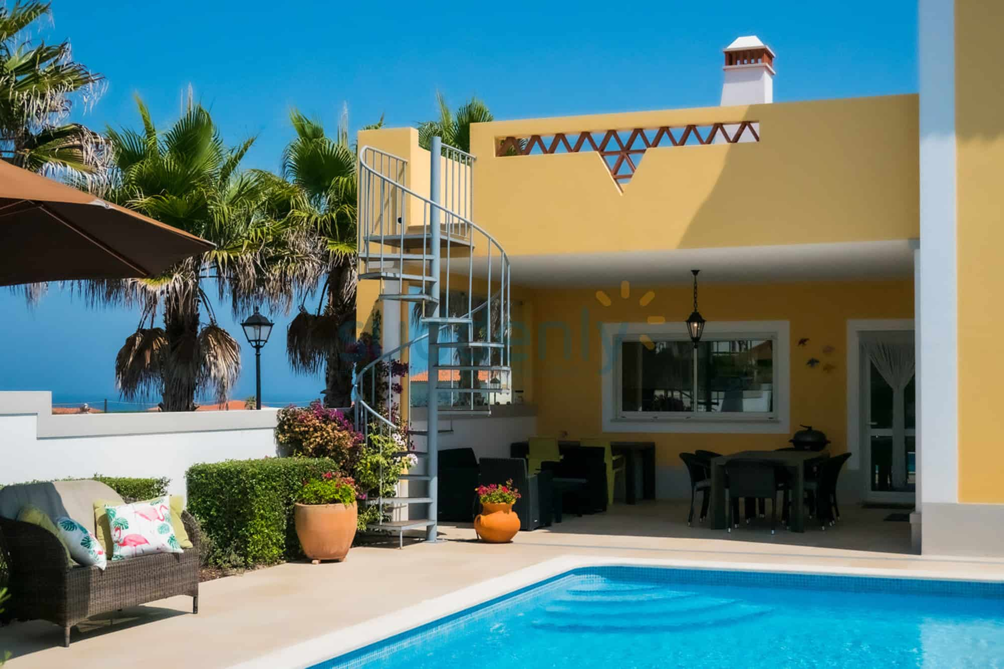 Holiday Rentals in Praia D'El Rey 352