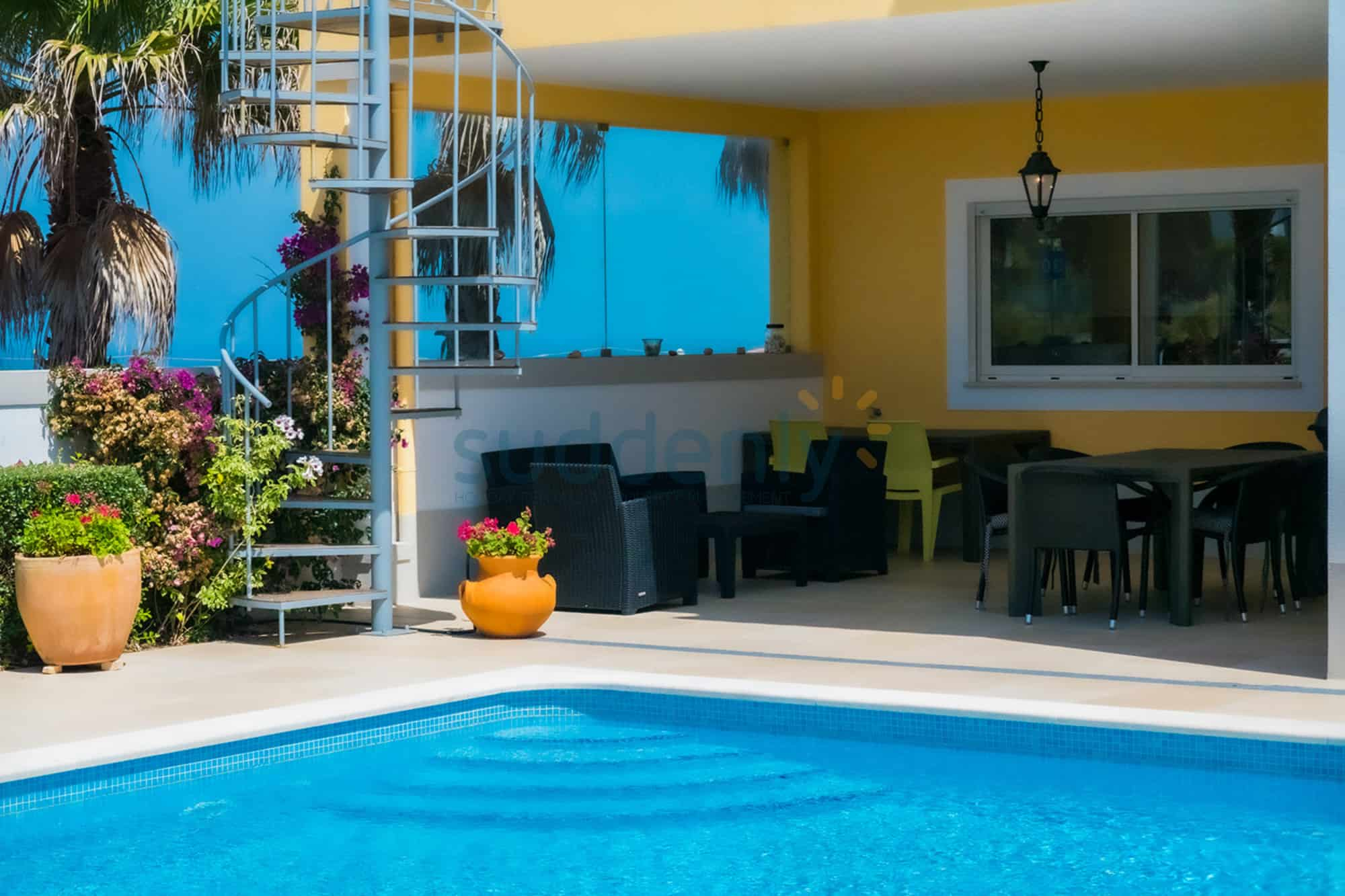 Holiday Rentals in Praia D'El Rey 353