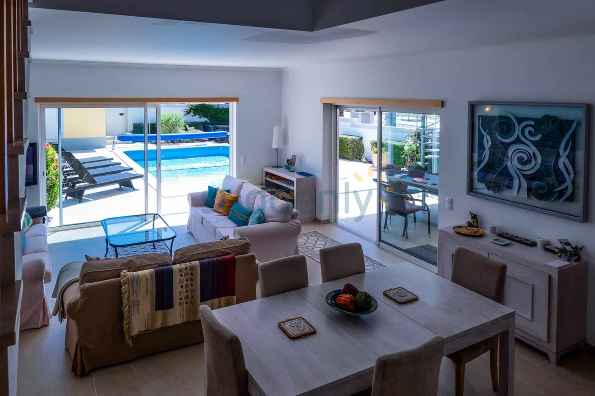 Holiday Rentals in Praia D'El Rey 341