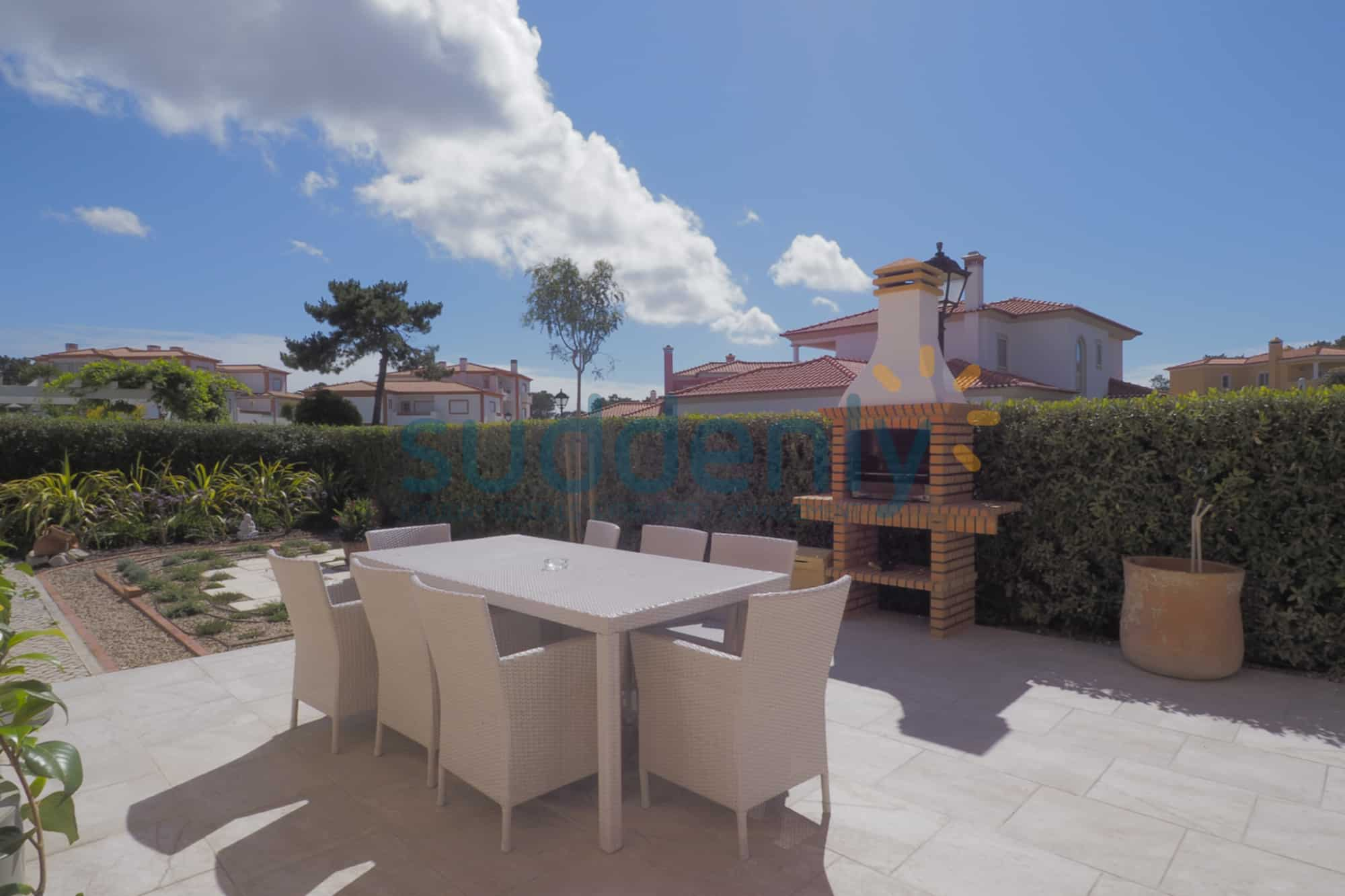 Holiday Rentals in Praia D'El Rey 303