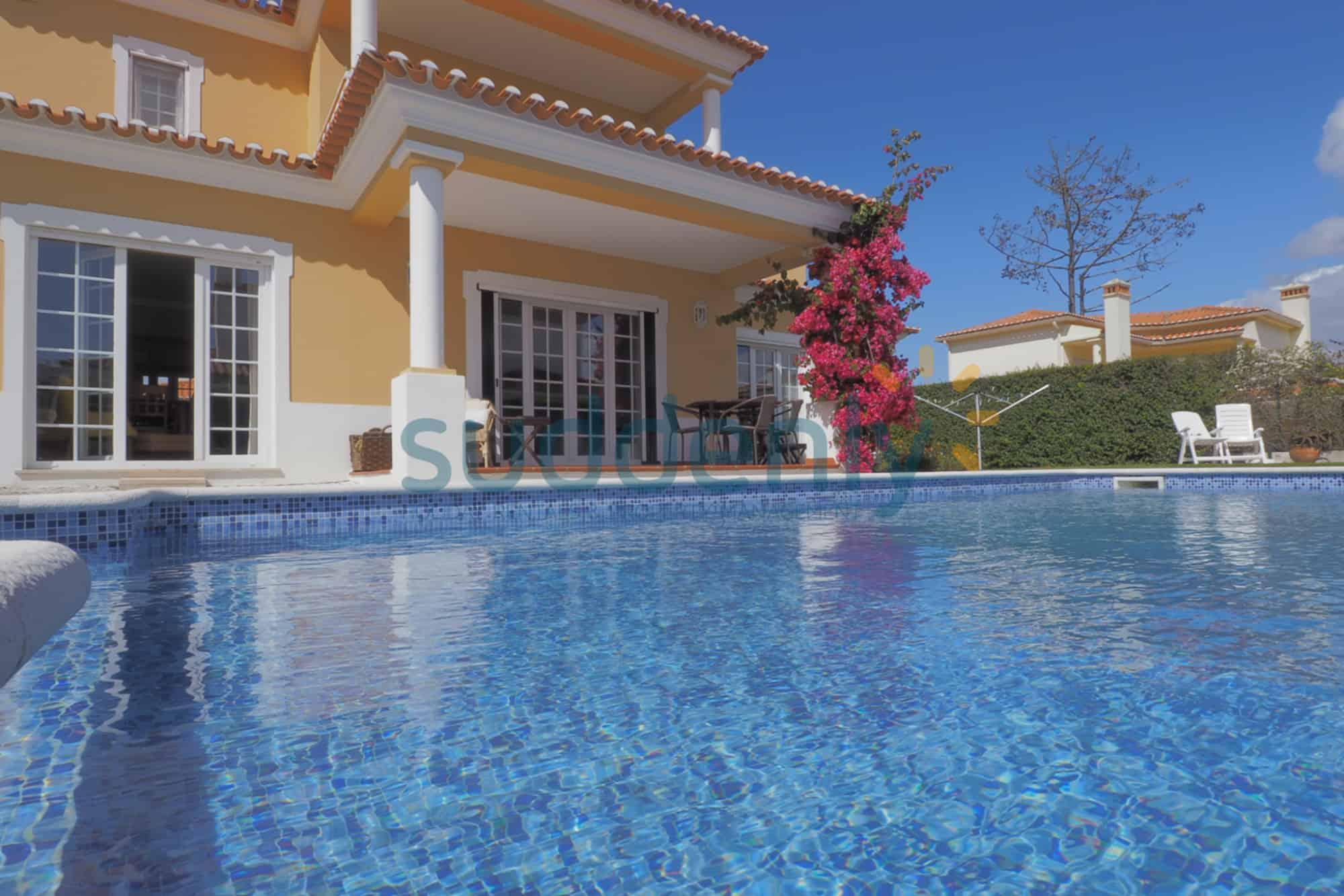 Holiday Rentals in Praia D'El Rey 320