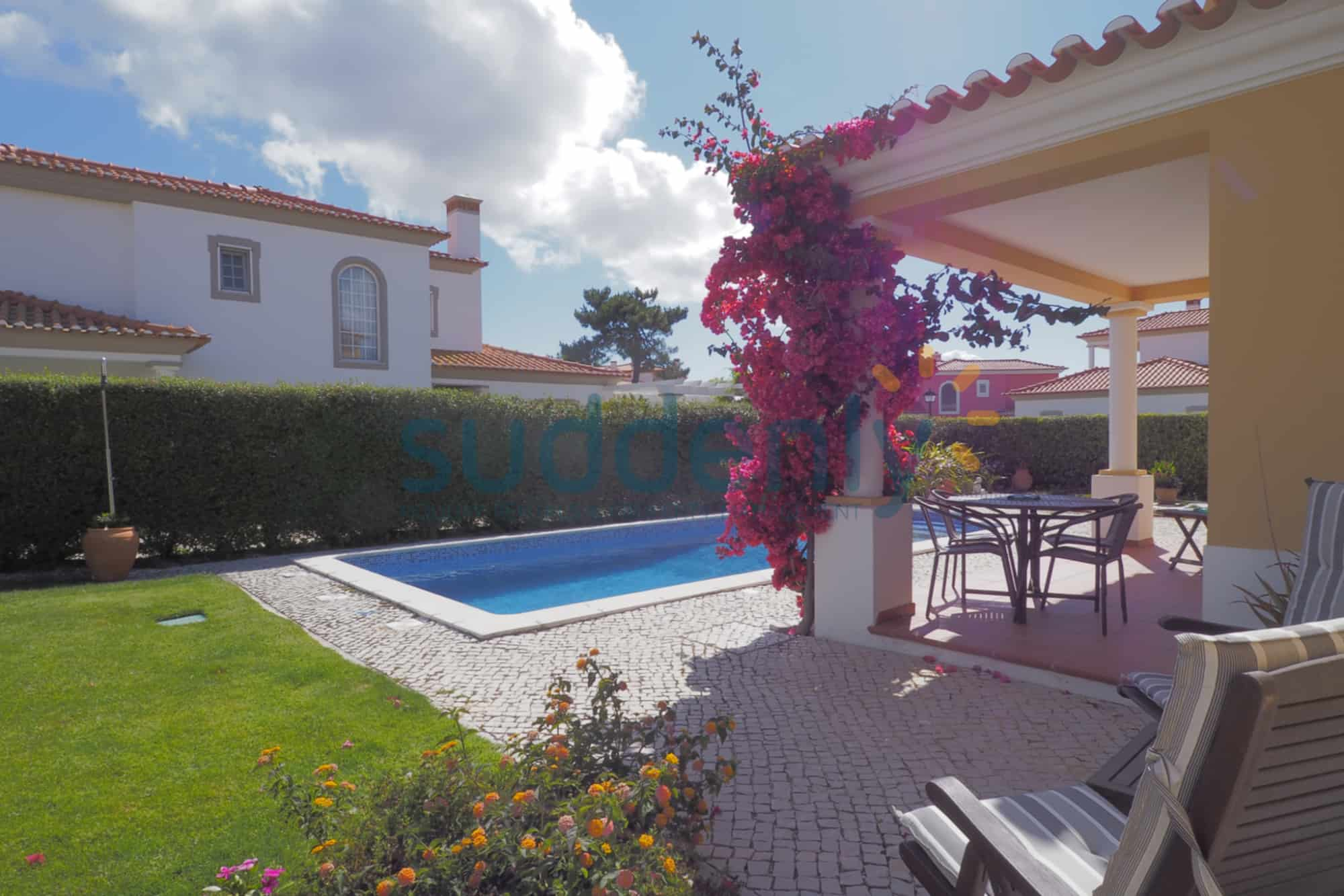 Holiday Rentals in Praia D'El Rey 322