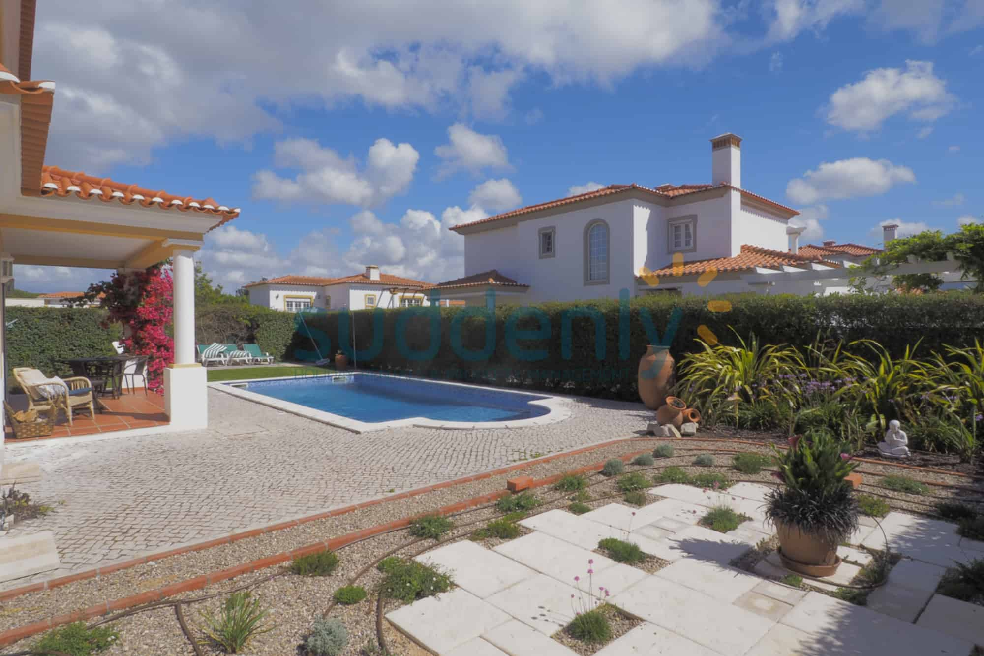 Holiday Rentals in Praia D'El Rey 293